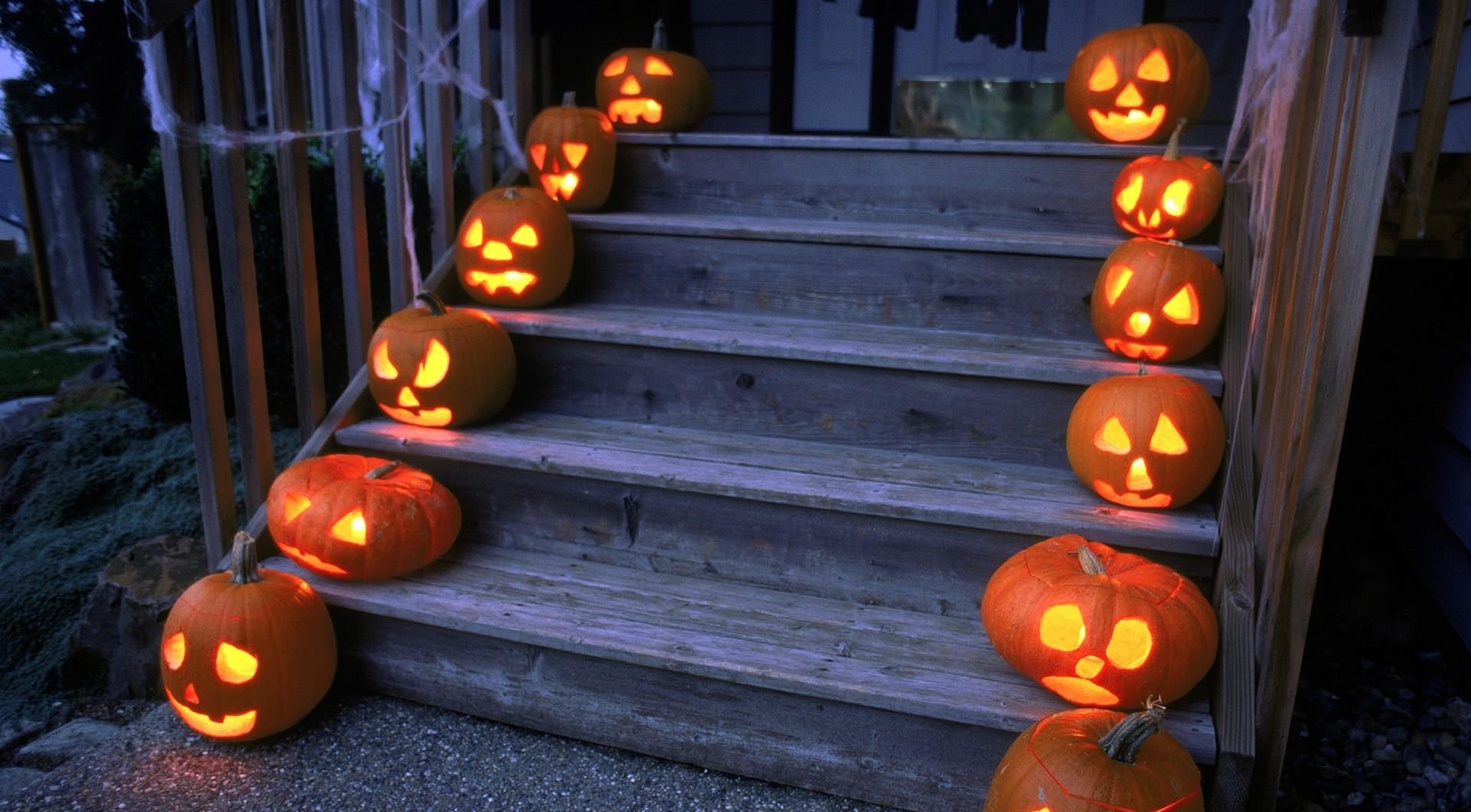 62262 download wallpaper Halloween, Holidays, Pumpkin, Holiday, Stairs, Ladder, Porch screensavers and pictures for free