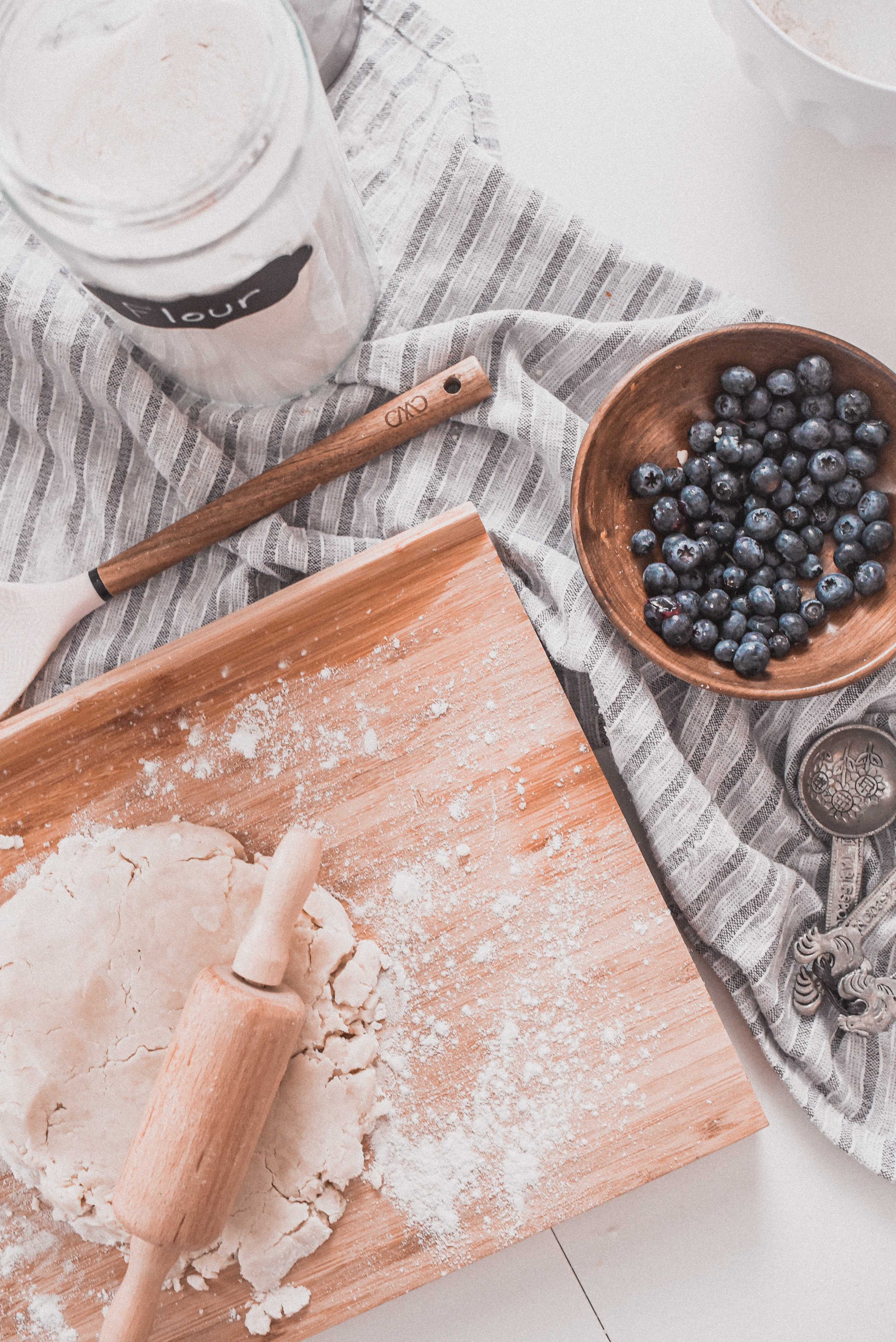 115987 download wallpaper Food, Test, Flour, Recipe, Prescription, Kitchen, Berries screensavers and pictures for free