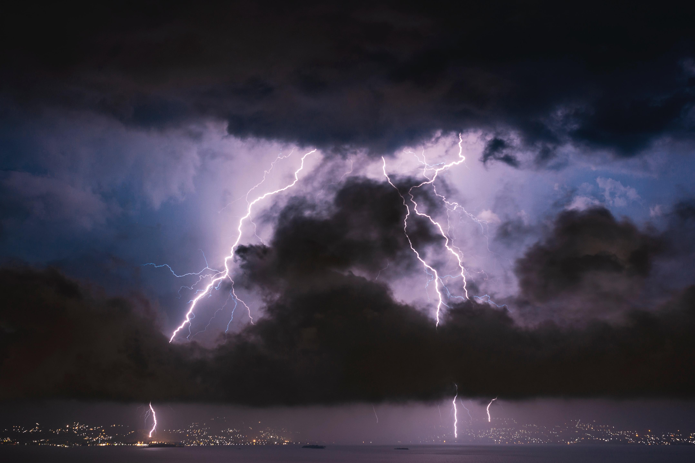 155349 скачать обои Шторм, Море, Ночь, Облака, Темные, Молния - заставки и картинки бесплатно
