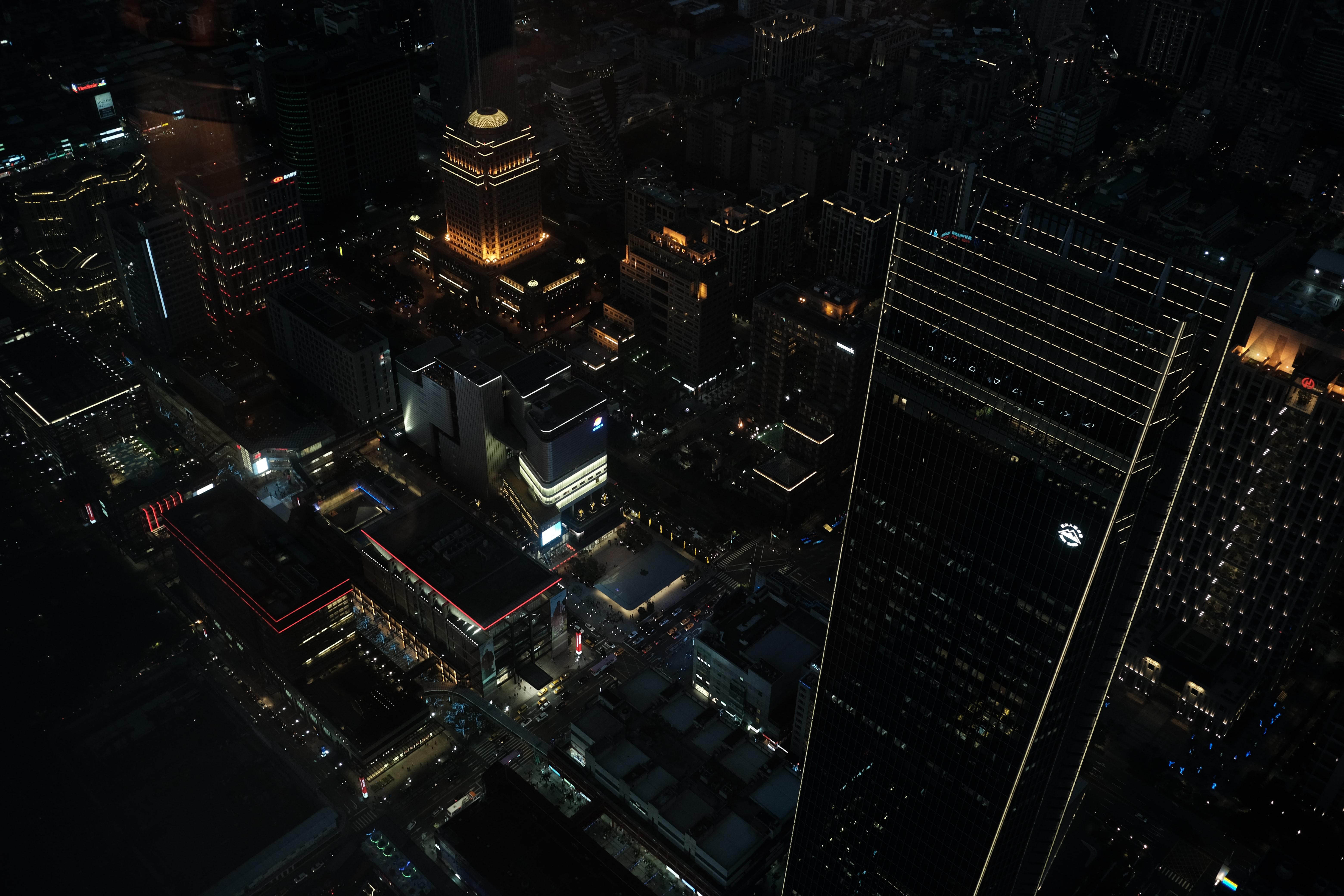 154637 免費下載壁紙 建造, 建筑物, 城市, 夜, 灯光, 灯具, 从上面看, 顶视图 屏保和圖片