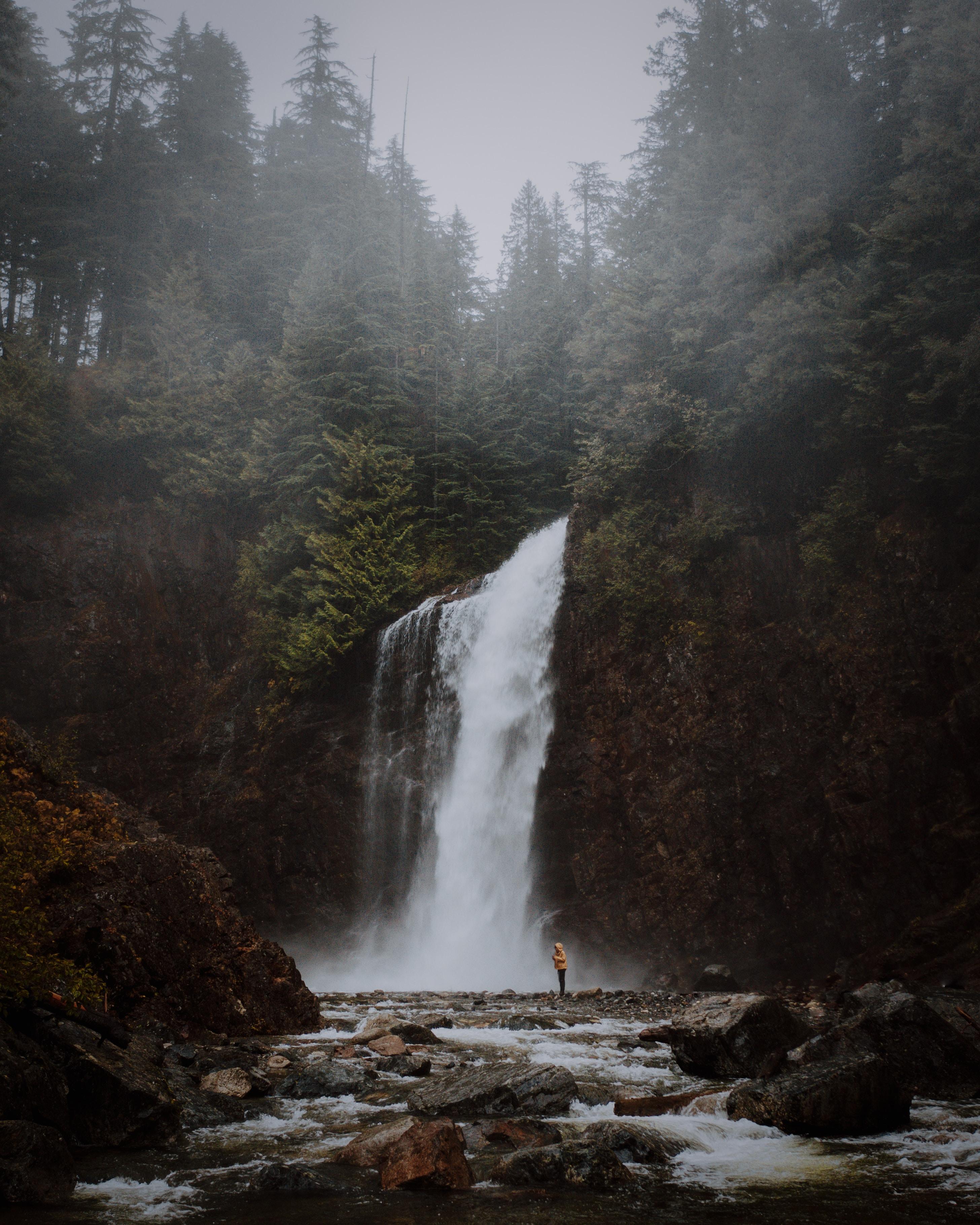 72990 обои 480x800 на телефон бесплатно, скачать картинки Пейзаж, Природа, Деревья, Река, Водопад, Обрыв 480x800 на мобильный