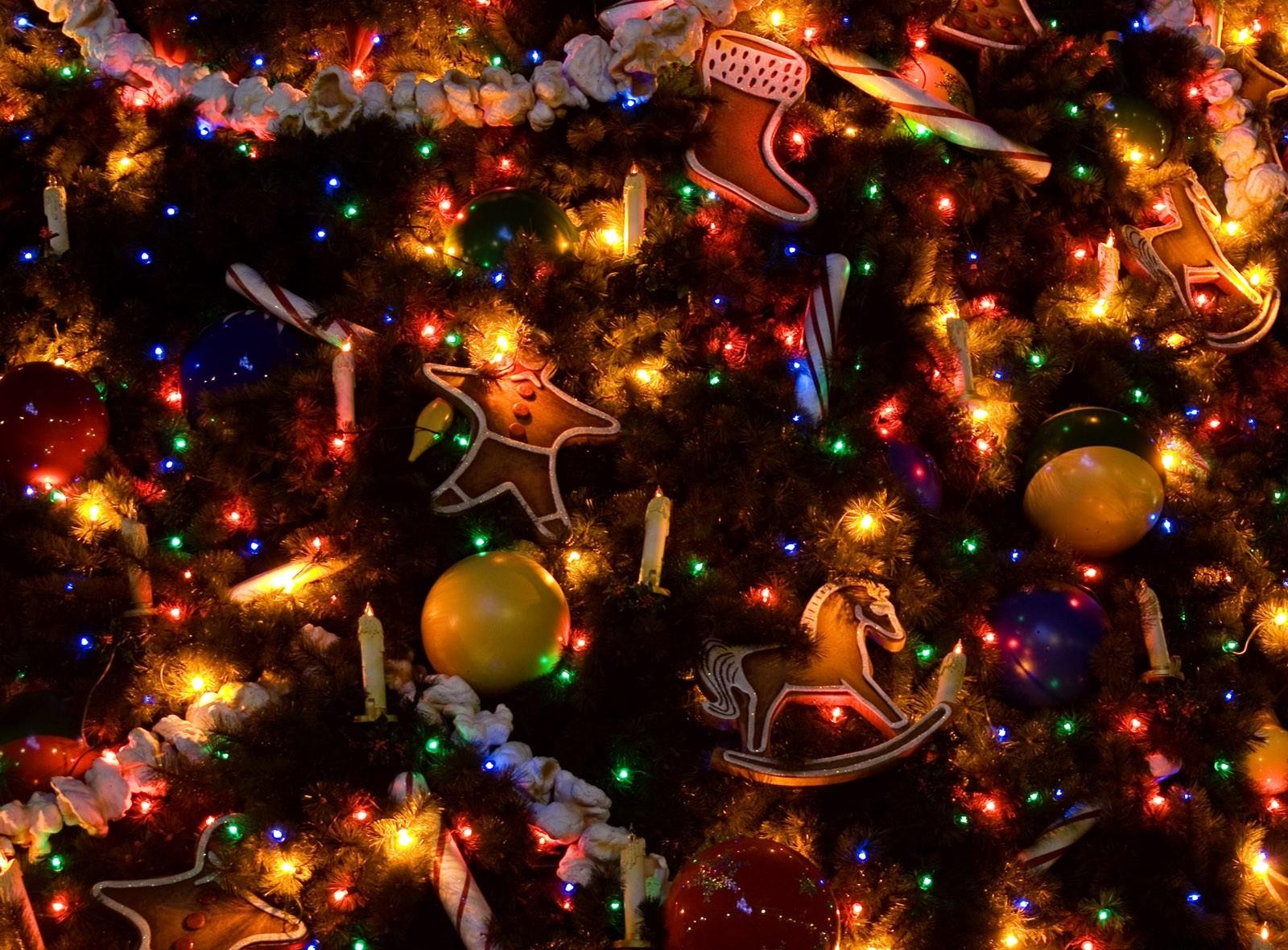 86334 Screensavers and Wallpapers Toys for phone. Download Holidays, Decorations, Toys, Candles, Holiday, Christmas Tree, Garland, Garlands pictures for free