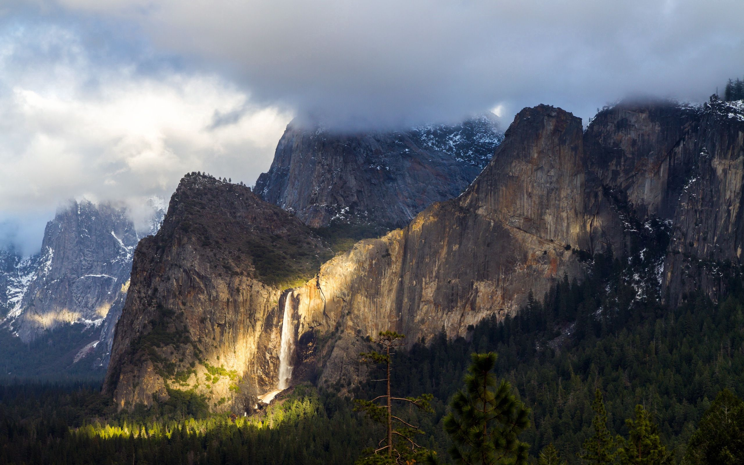 137345 download wallpaper Nature, Yosemite National Park, Yosemite, Fog, Mountains screensavers and pictures for free