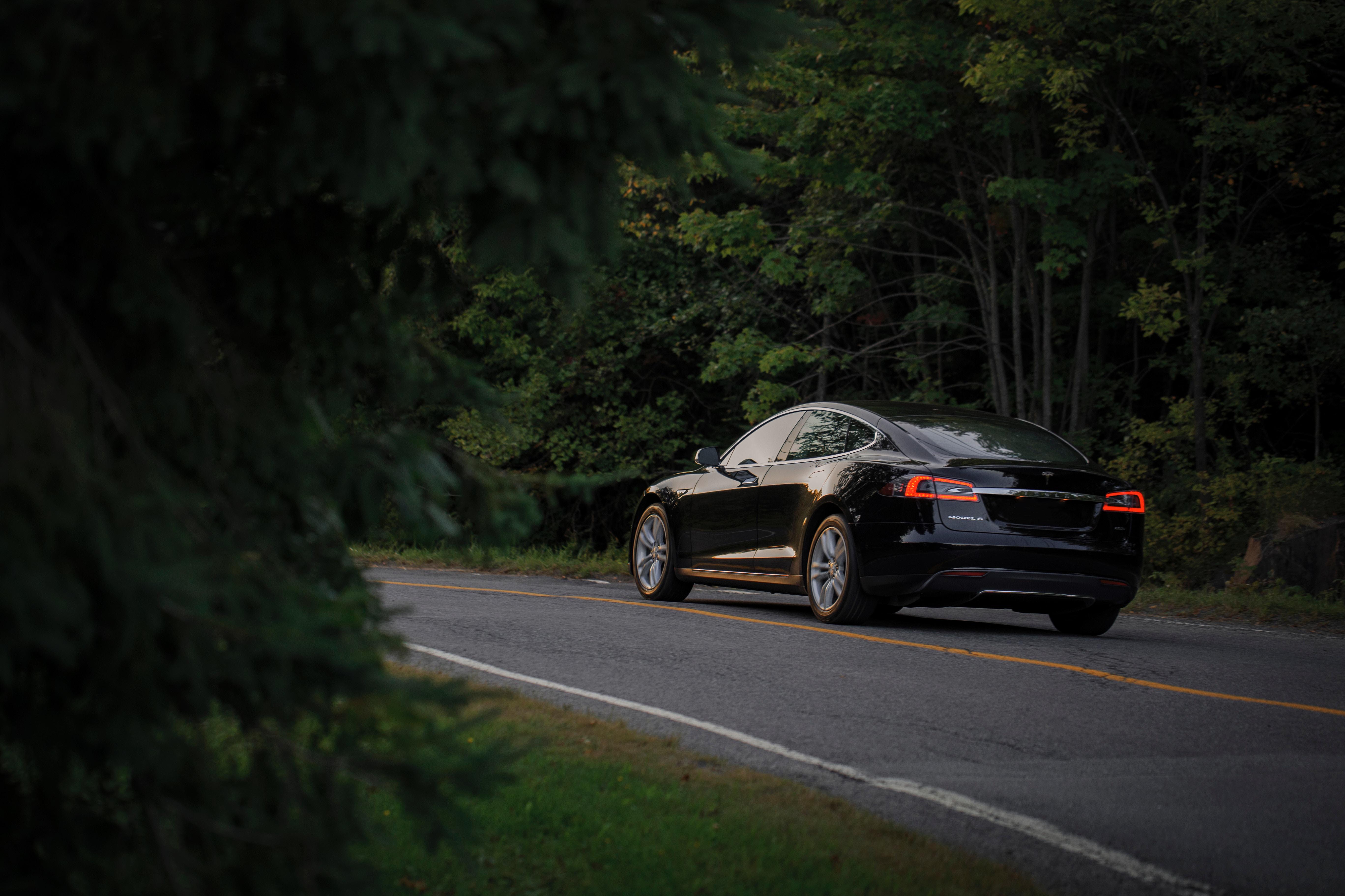 69439 скачать обои Тачки (Cars), Tesla, Машины, Черный, Вид Сбоку, Дорога - заставки и картинки бесплатно
