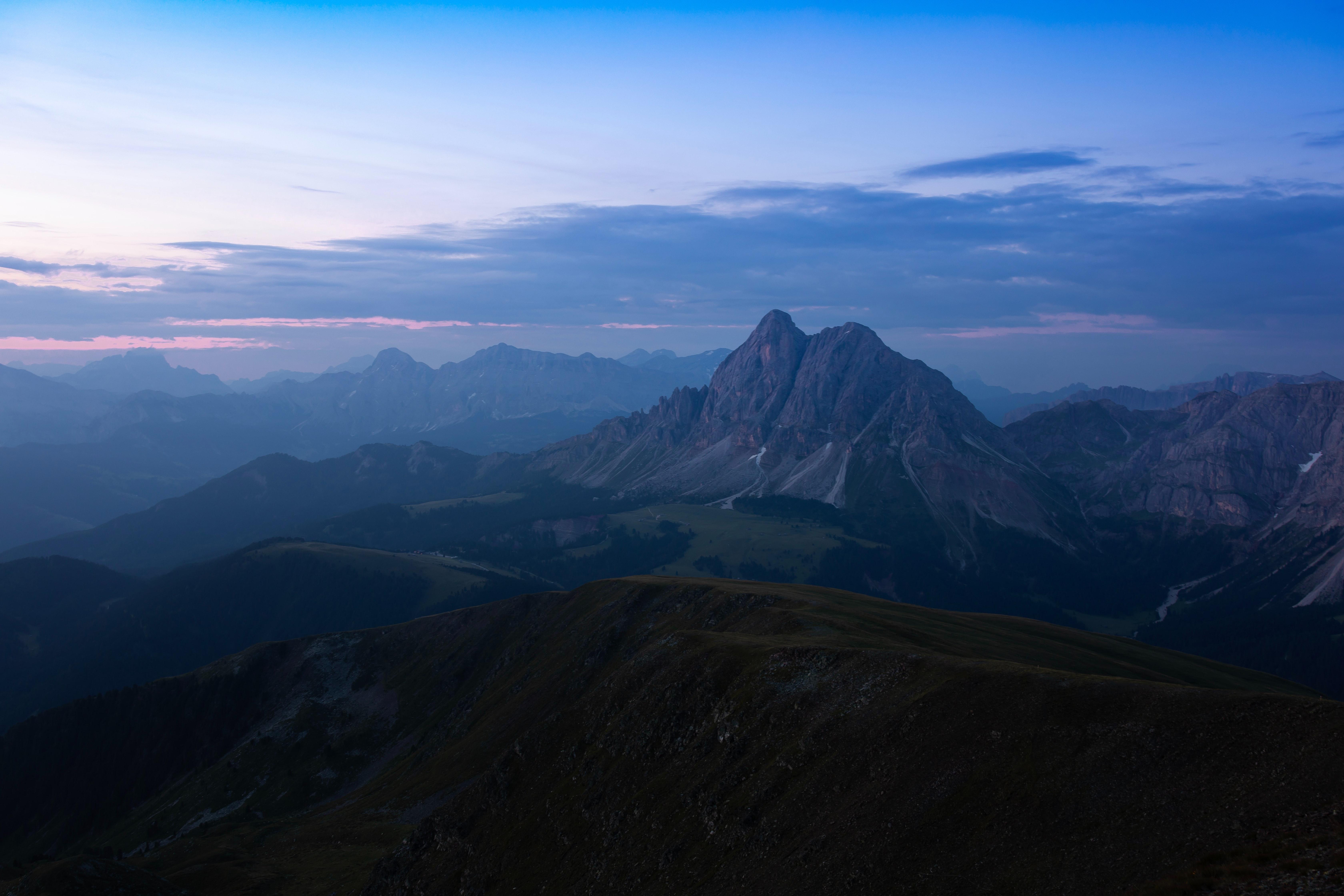 91223 papel de parede 1080x2400 em seu telefone gratuitamente, baixe imagens Paisagem, Natureza, Montanhas, Crepúsculo, Névoa, Nevoeiro, Cadeia De Montanhas, Cordilheira 1080x2400 em seu celular