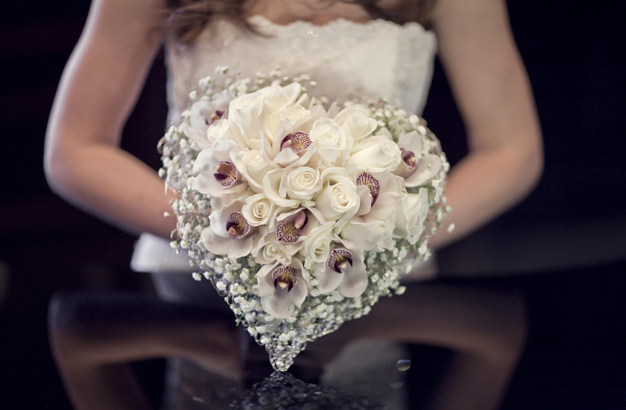 107683 скачать обои Цветы, Орхидеи, Гипсофил, Букет, Сердце, Невеста, Розы - заставки и картинки бесплатно