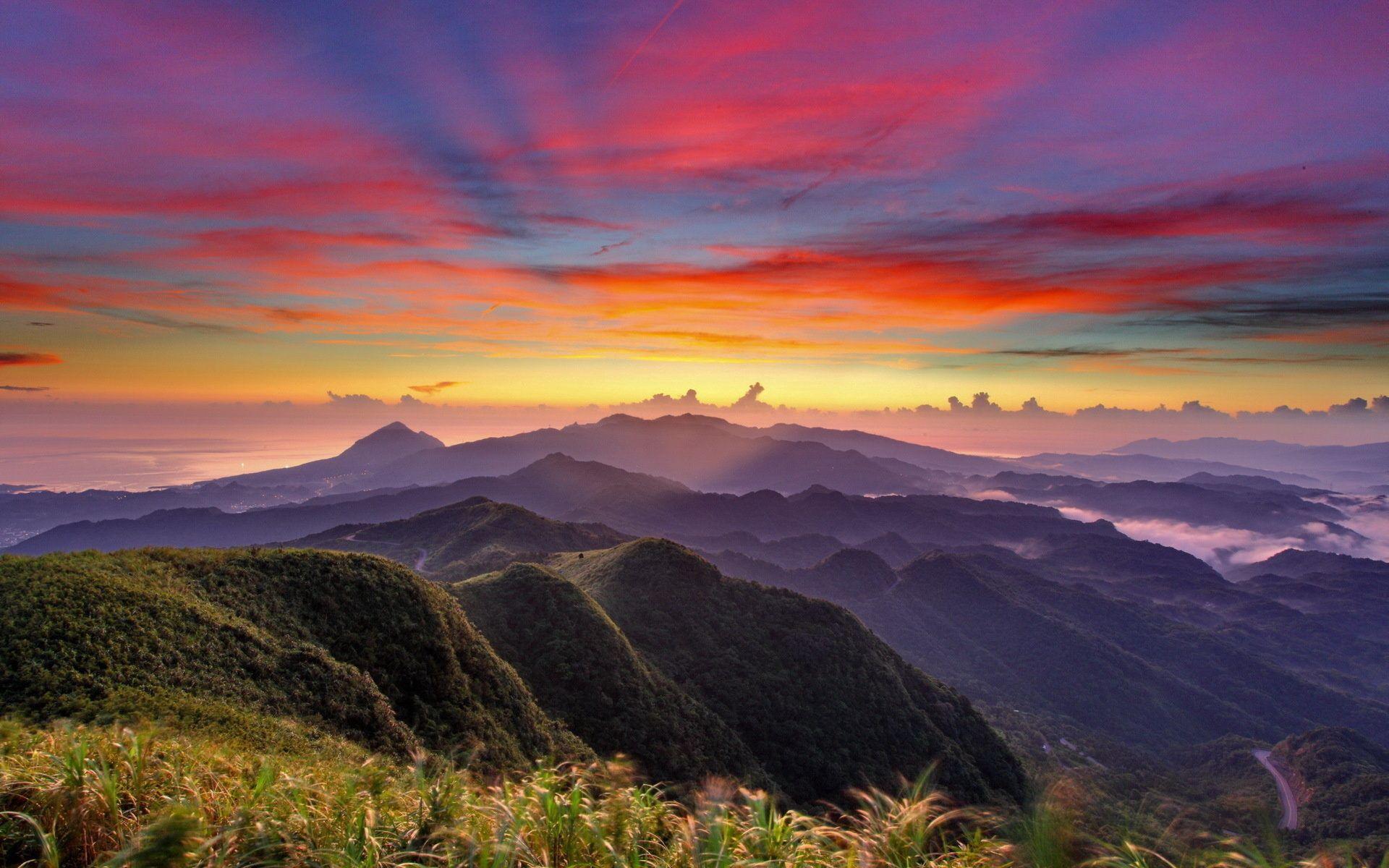 83568 Hintergrundbild 720x1280 kostenlos auf deinem Handy, lade Bilder Natur, Sunset, Sky, Mountains, Clouds, Nebel, Die Hügel, Hügel, Höhe, Aussicht, Ansehen 720x1280 auf dein Handy herunter
