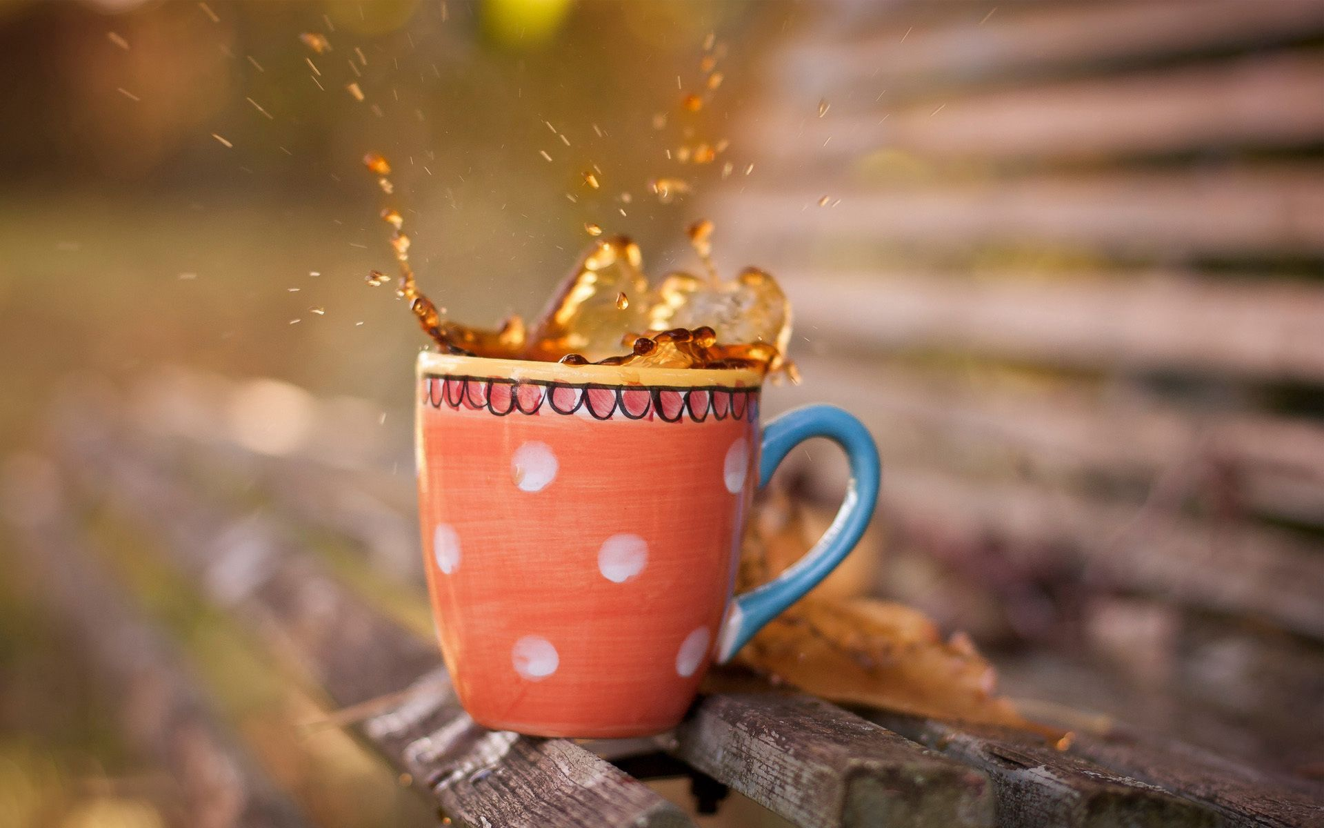 127871 download wallpaper Food, Cup, Mug, Tea, Spray, Drops, Planks, Board, Bench screensavers and pictures for free