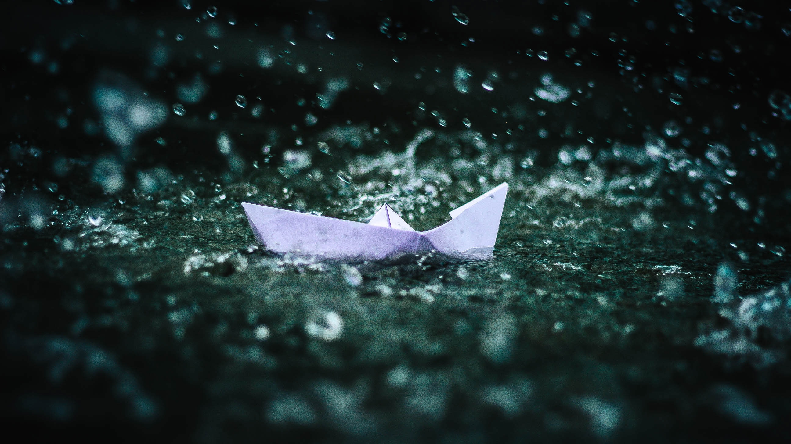 87811 download wallpaper Water, Miscellanea, Miscellaneous, Spray, Ship, Origami, Nautilus screensavers and pictures for free