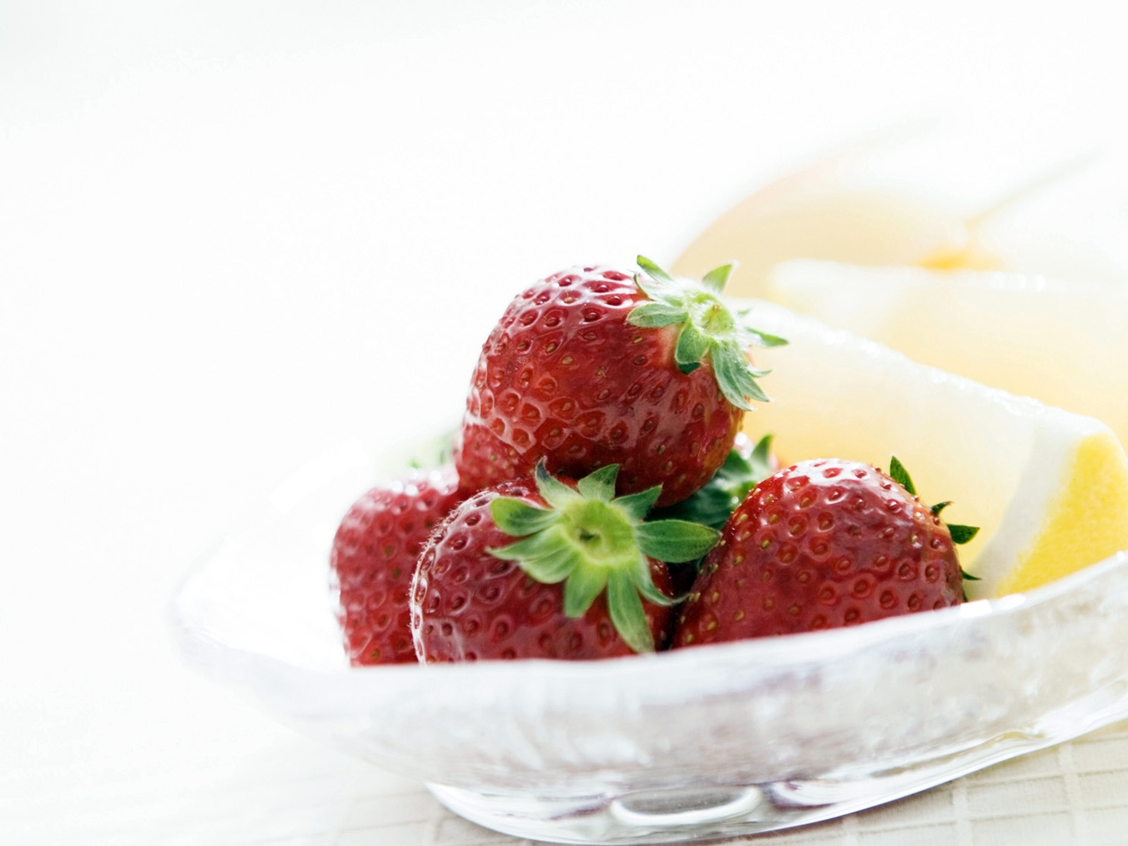 8192 download wallpaper Food, Strawberry, Berries screensavers and pictures for free