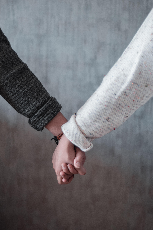 122673 Заставки и Обои Любовь на телефон. Скачать Руки, Пара, Касание, Друзья, Любовь картинки бесплатно