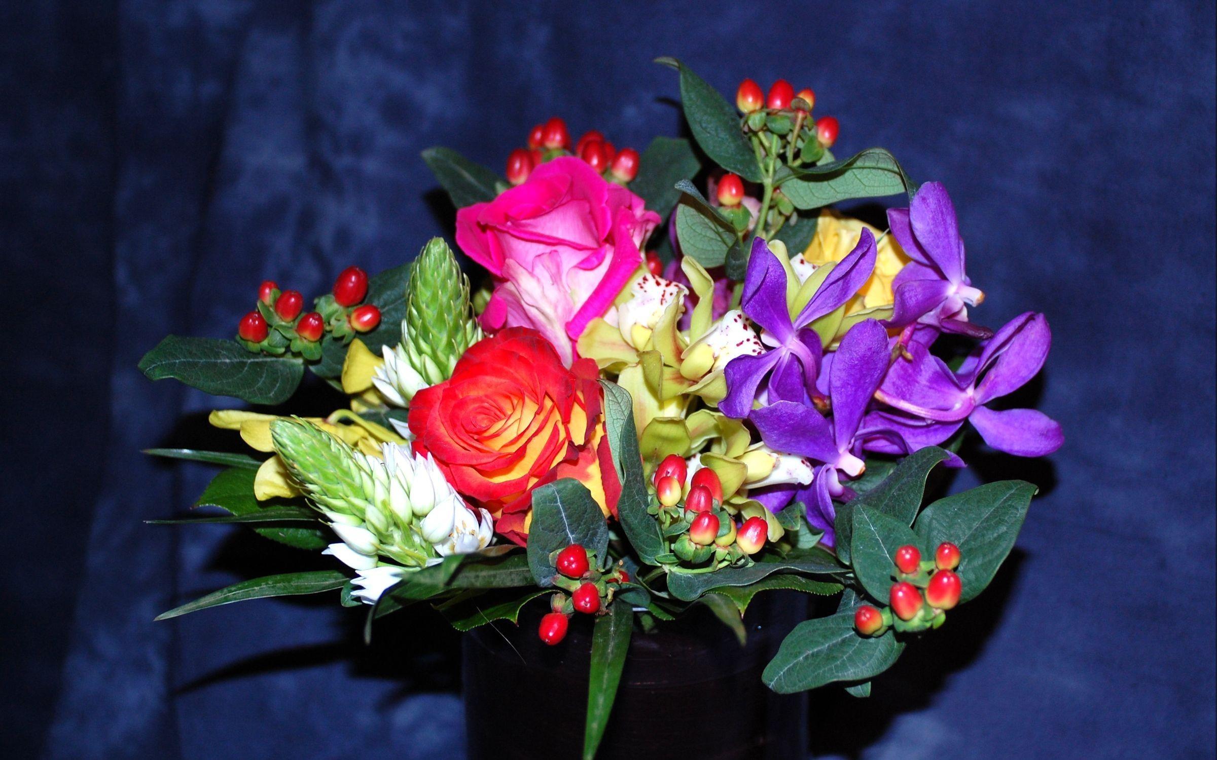 60846 скачать обои Цветы, Букет, Композиция, Ваза, Оформление, Розы - заставки и картинки бесплатно