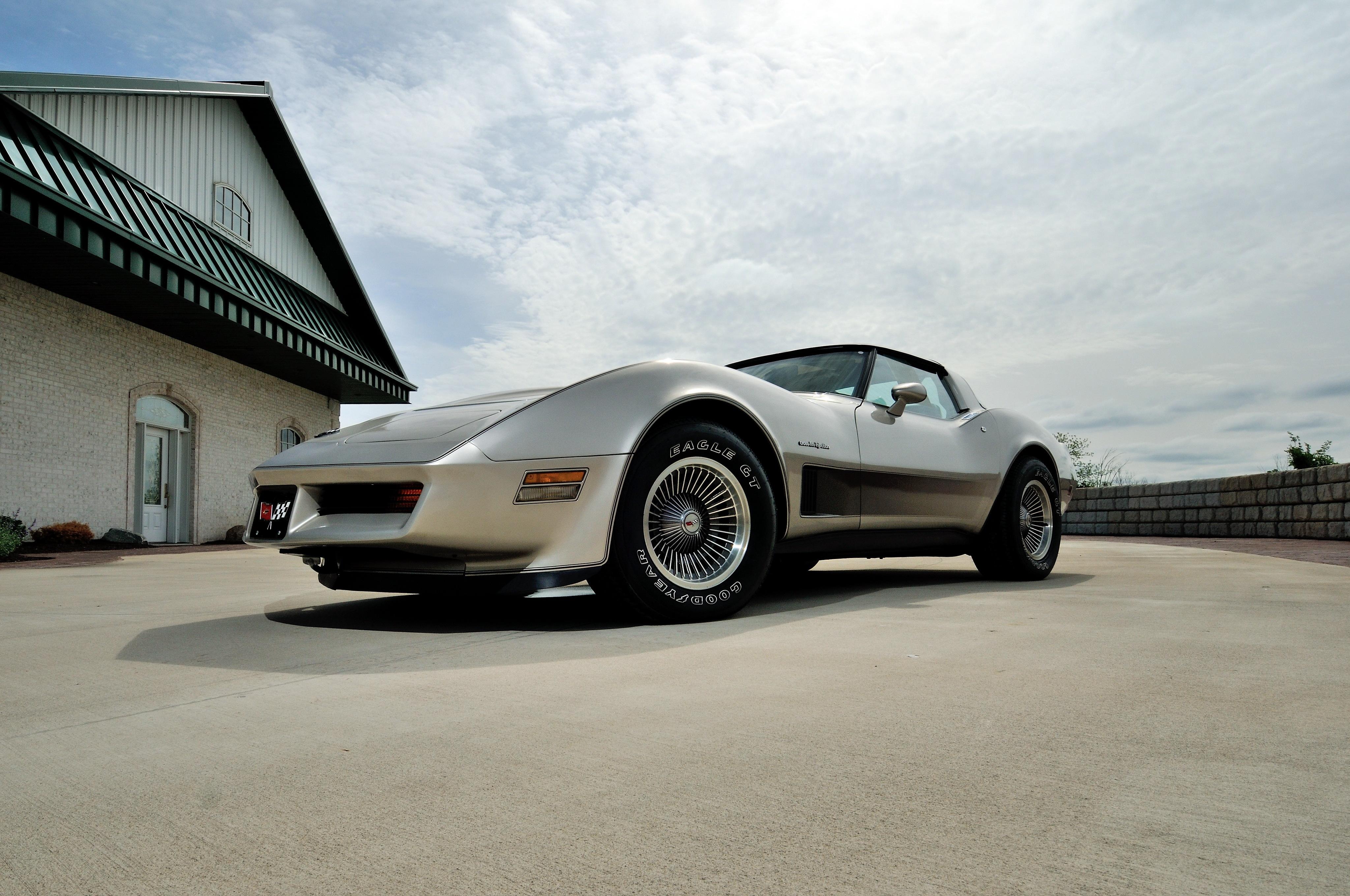 152640 скачать обои Шевроле (Chevrolet), Тачки (Cars), Вид Сбоку, Corvette, Серебристый, 1982 - заставки и картинки бесплатно