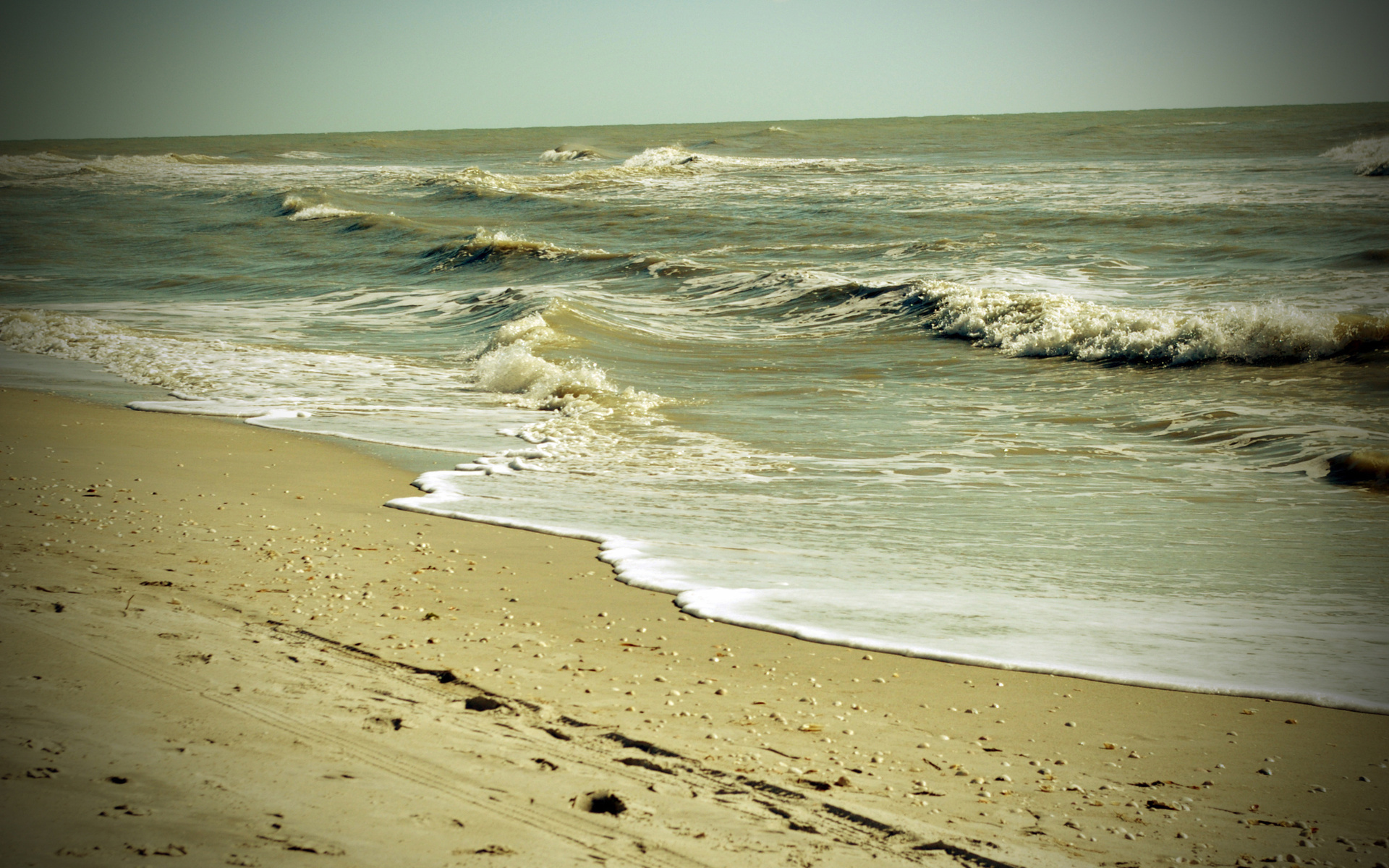 21955 download wallpaper Landscape, Sea, Waves, Beach screensavers and pictures for free