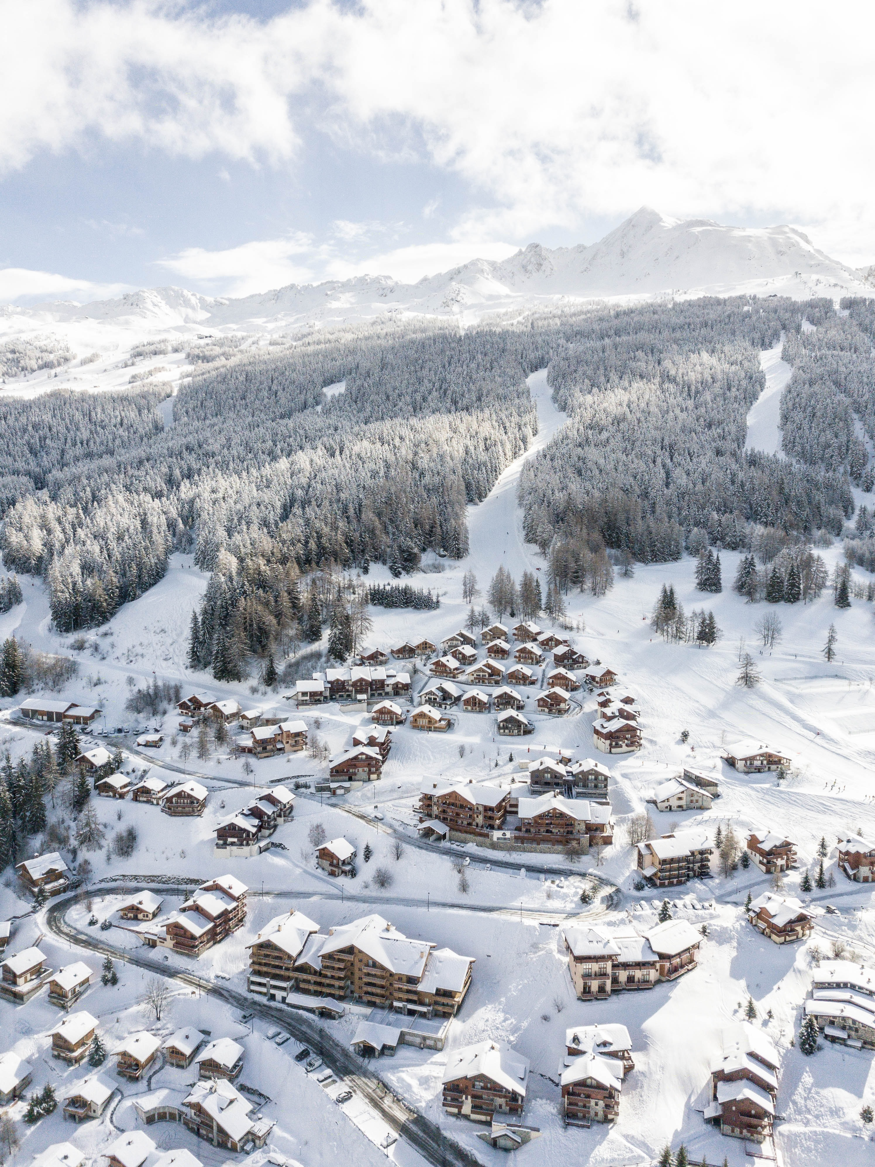 97942 download wallpaper Nature, Winter, City, Snow, Snow Covered, Snowbound, Mountains screensavers and pictures for free