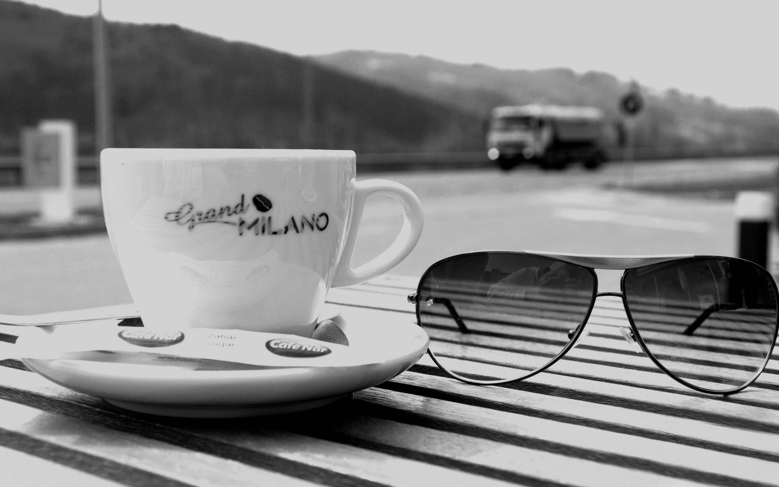 149525 download wallpaper Miscellanea, Miscellaneous, Cup, Cafe, Café, Glasses, Spectacles, Table, Expectation, Waiting screensavers and pictures for free