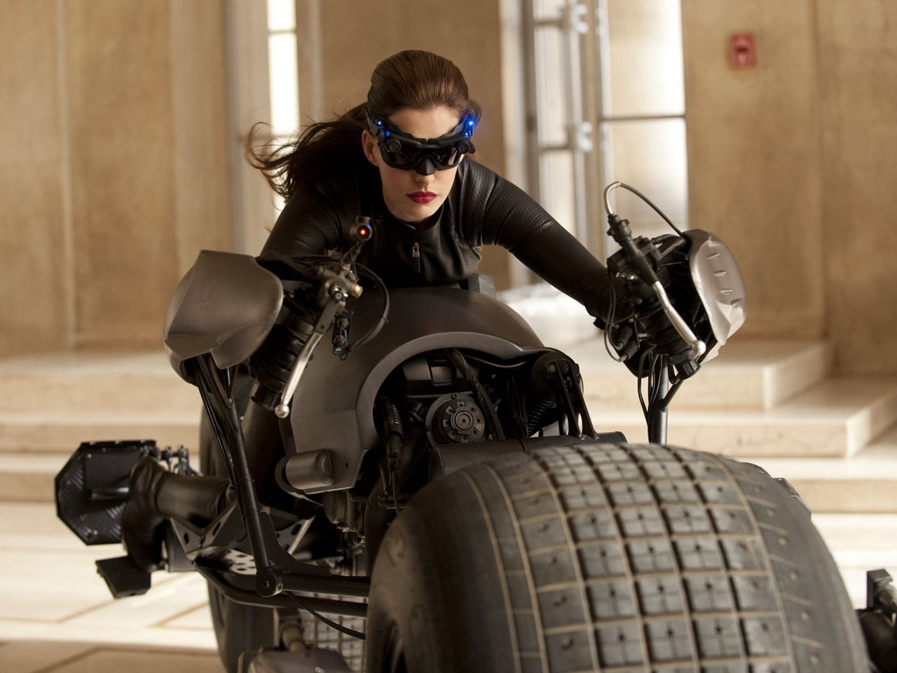 33139 download wallpaper Cinema, People, Actors, Batman, Anne Hathaway screensavers and pictures for free