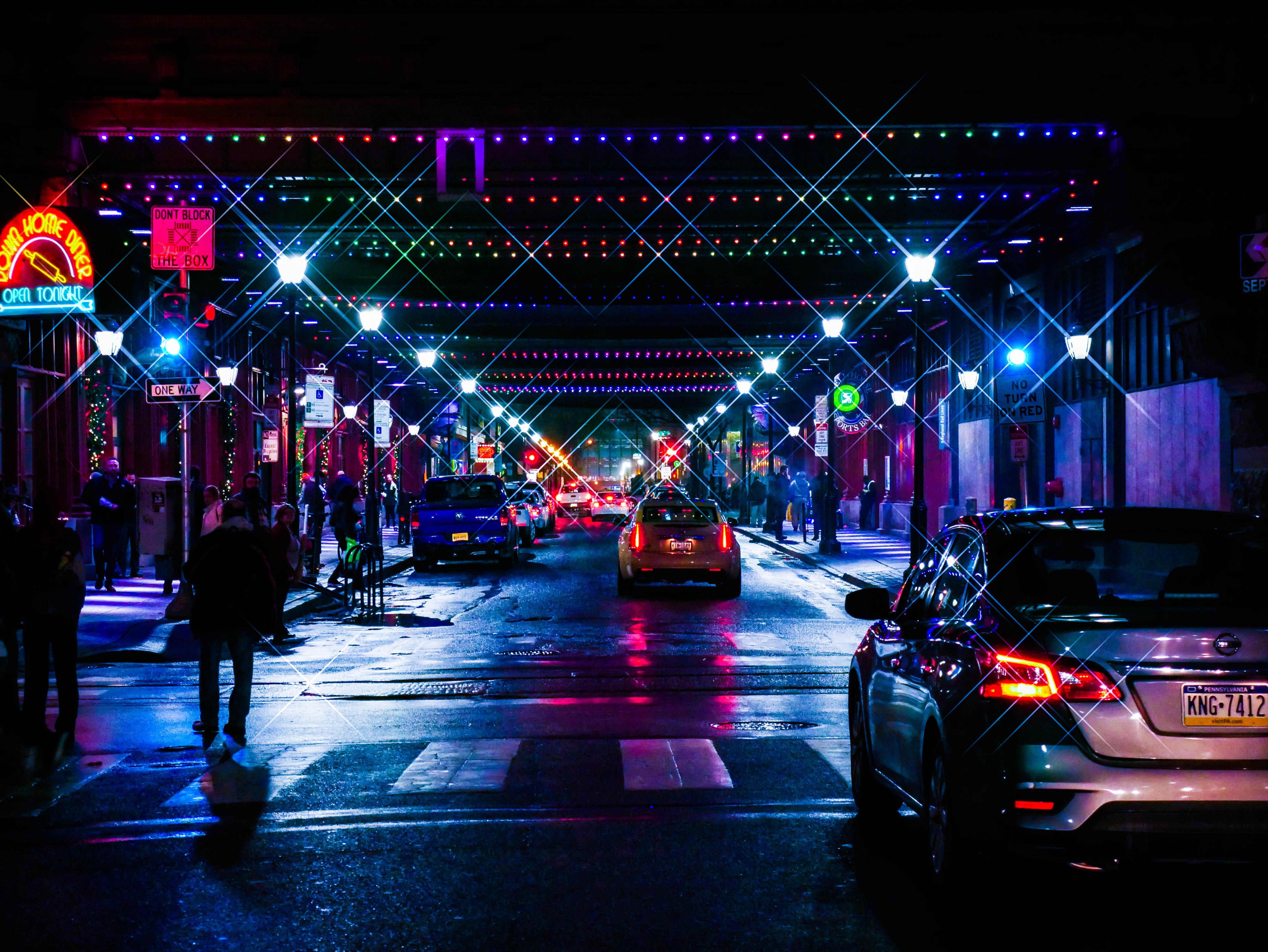 129109 Hintergrundbild 128x160 kostenlos auf deinem Handy, lade Bilder Städte, Straße, Der Verkehr, Bewegung, Nächtliche Stadt, Night City, Hintergrundbeleuchtung, Beleuchtung, Street, Beleuchtungen 128x160 auf dein Handy herunter