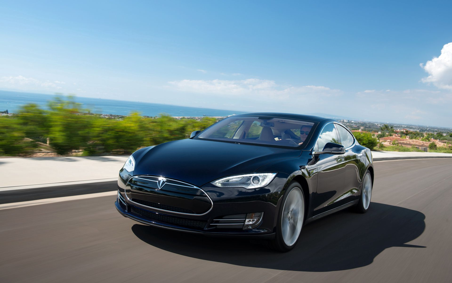 53995 download wallpaper Cars, Tesla, Model S, Tesla Model S, Road, Traffic, Movement screensavers and pictures for free