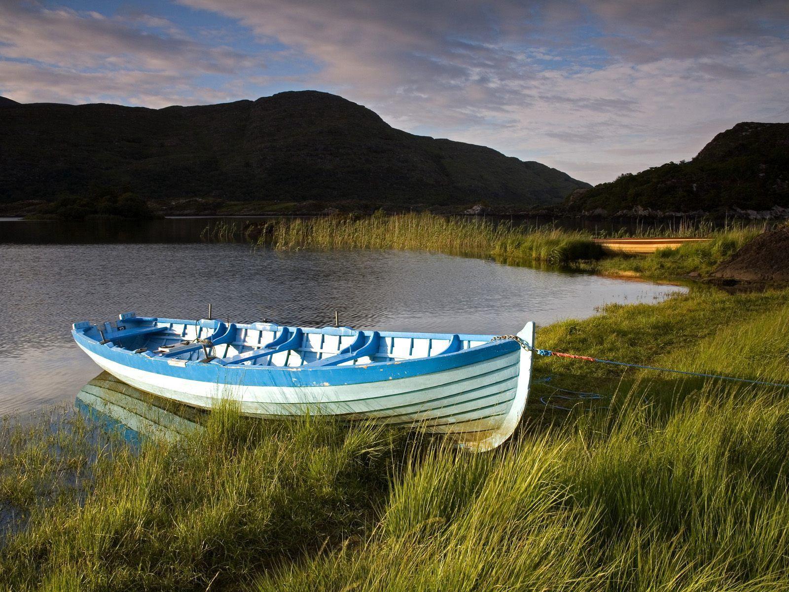 154463 Hintergrundbild herunterladen Irland, Natur, Ufer, Bank, Kabel, Ein Boot, Boot - Bildschirmschoner und Bilder kostenlos