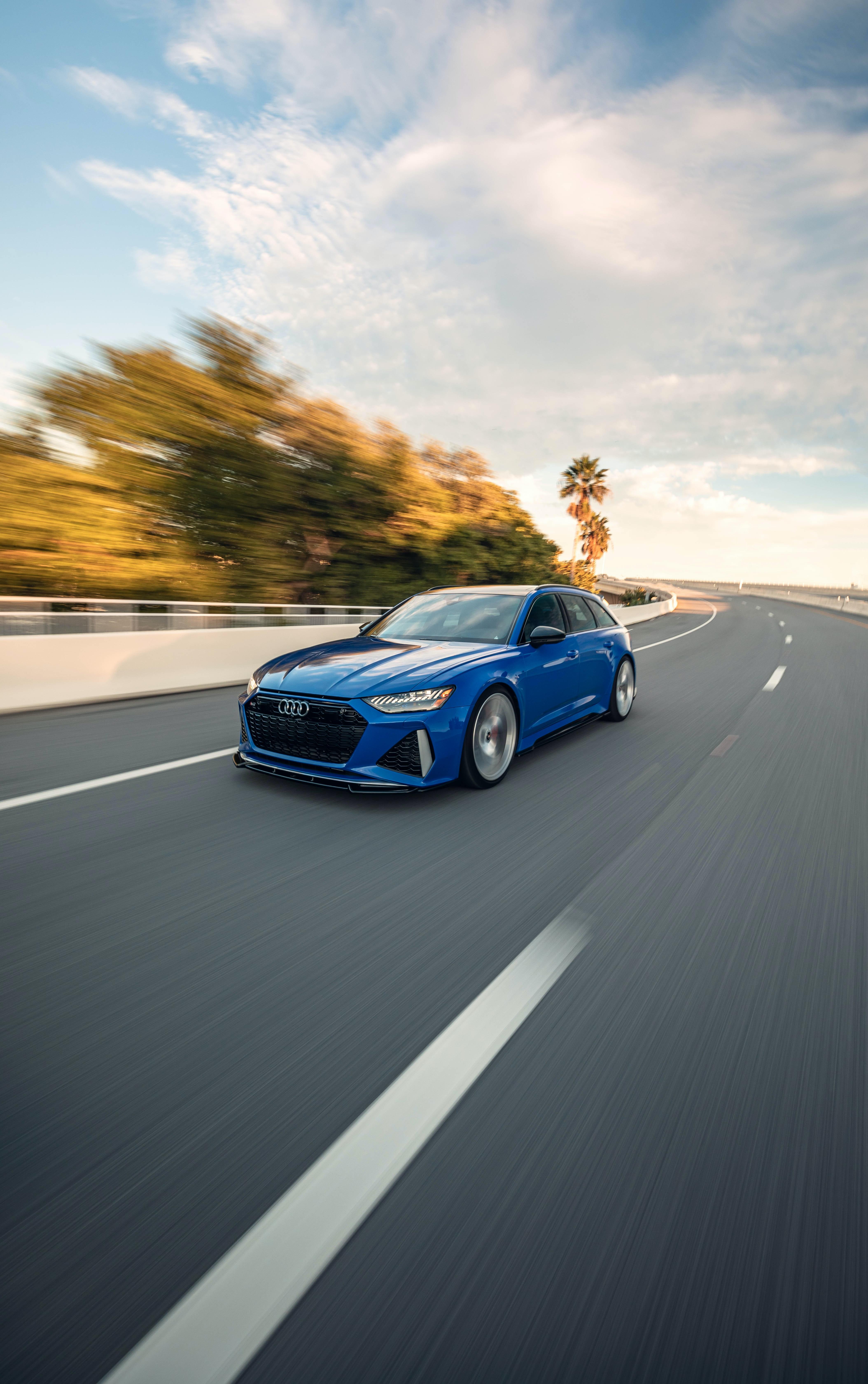70036 скачать обои Тачки (Cars), Ауди (Audi), Дорога, Автомобиль, Синий, Скорость - заставки и картинки бесплатно