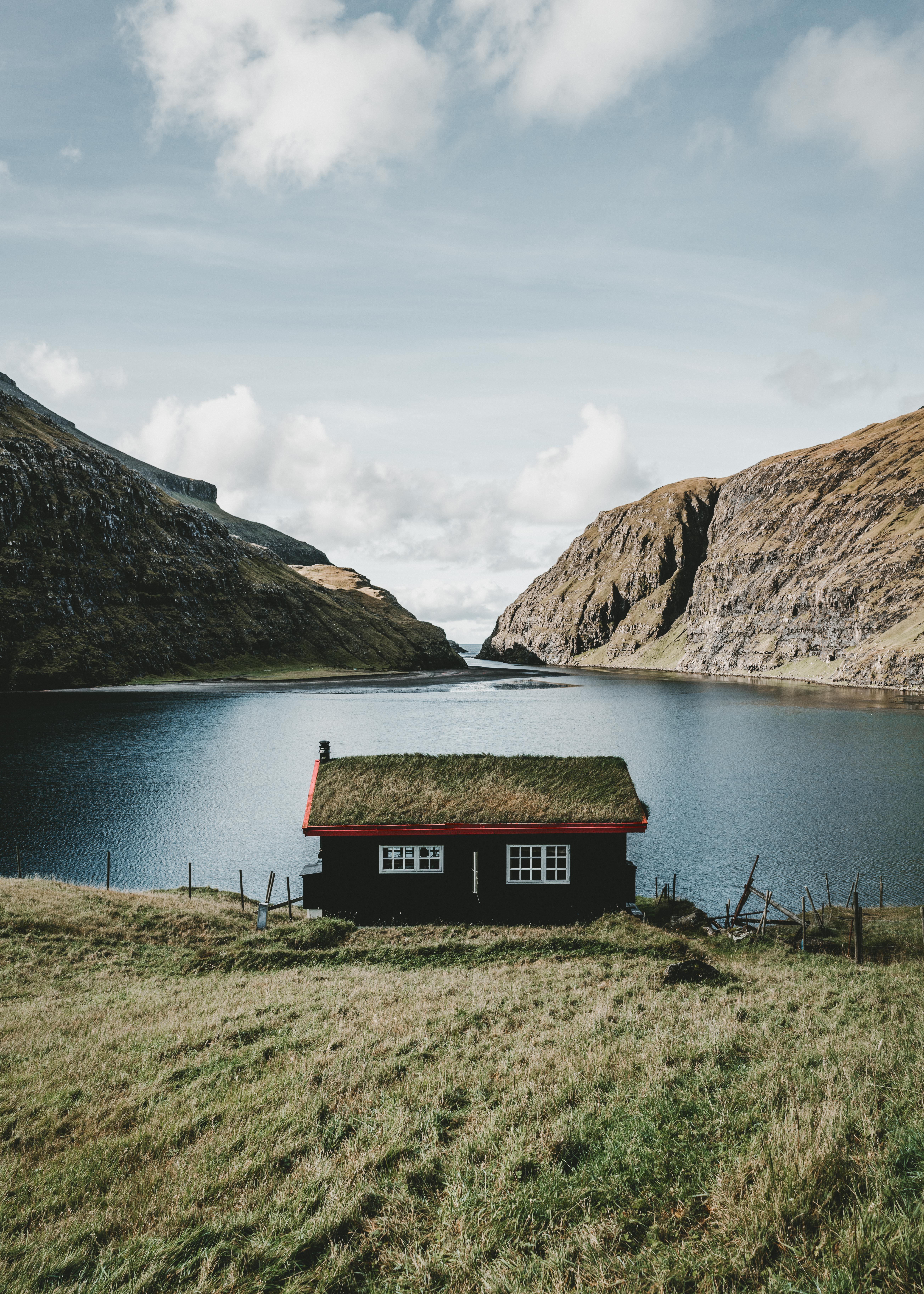 108207 免費下載壁紙 性质, 小房子, 小木屋, 湖, 湖景, 村庄, 萨克森, 萨克松, 法罗群岛, 群岛, 山 屏保和圖片