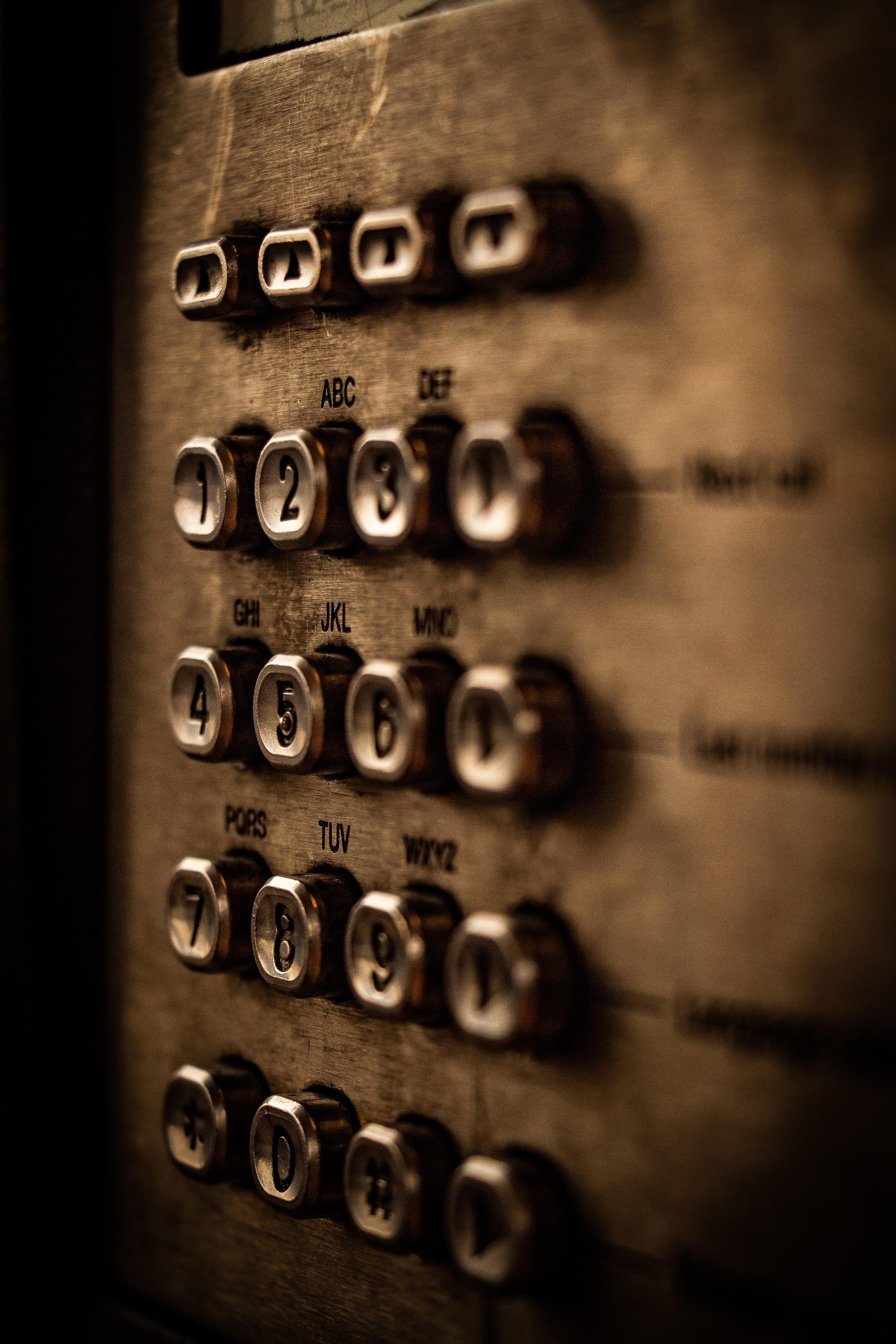 64118 Hintergrundbild herunterladen Symbole, Zeichen, Verschiedenes, Sonstige, Metall, Tasten, Schaltflächen, Zahlen, Briefe, Buchstaben, Tastatur - Bildschirmschoner und Bilder kostenlos