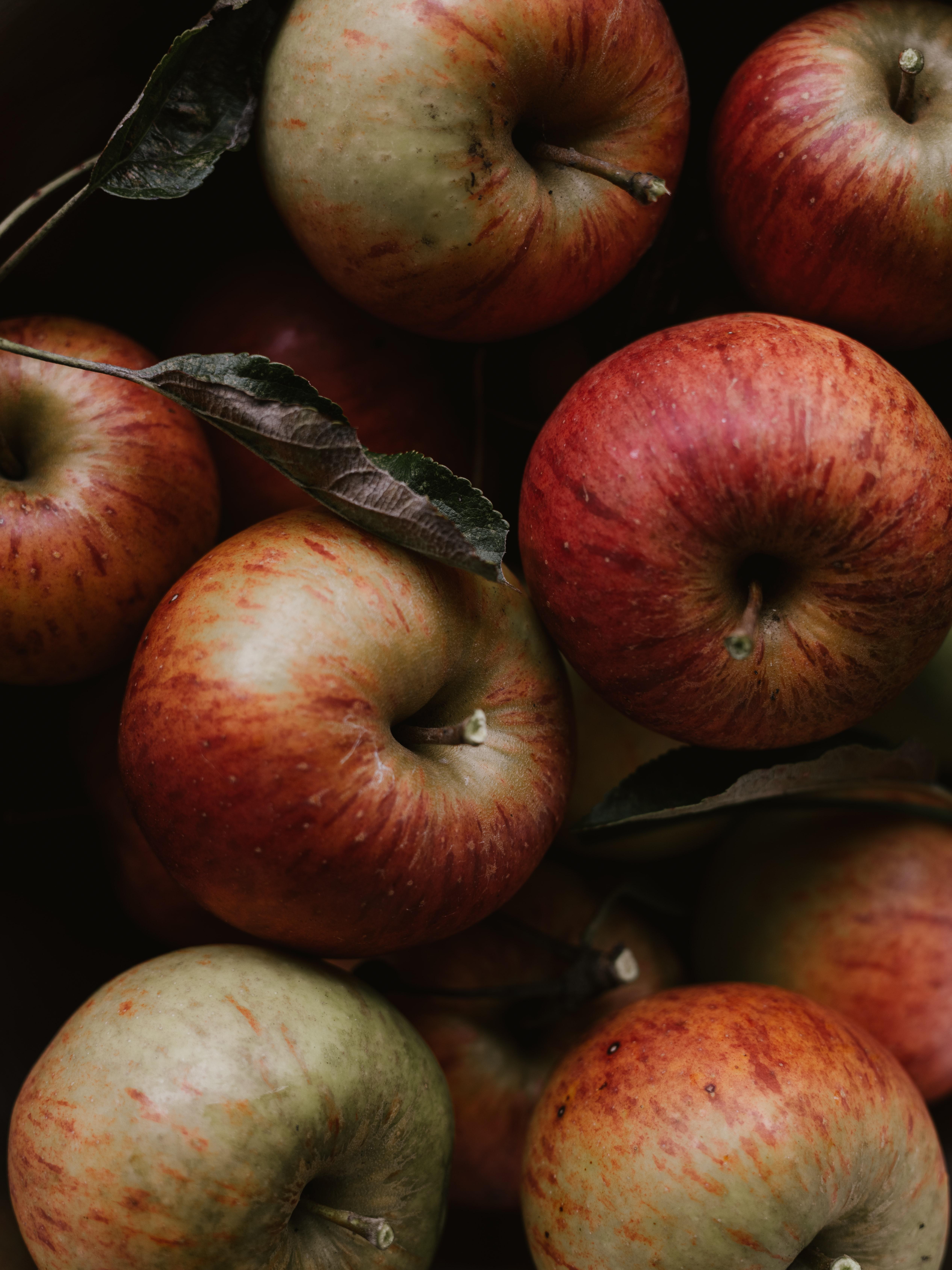 50563 скачать обои Яблоки, Фрукты, Еда, Листья, Красный - заставки и картинки бесплатно