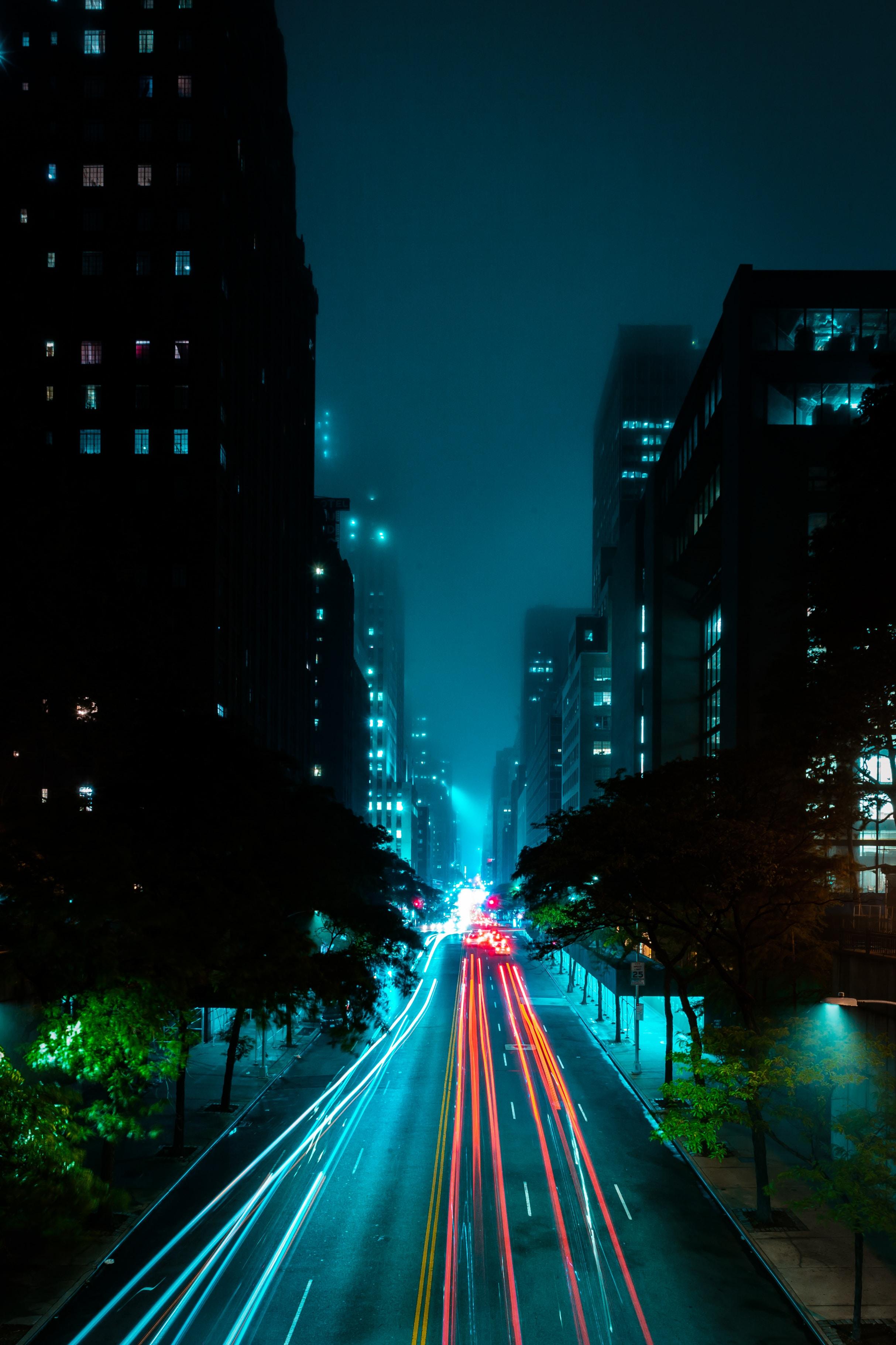 132084 скачать обои Темные, Ночной Город, Улица, Дорога, Огни, Туман - заставки и картинки бесплатно