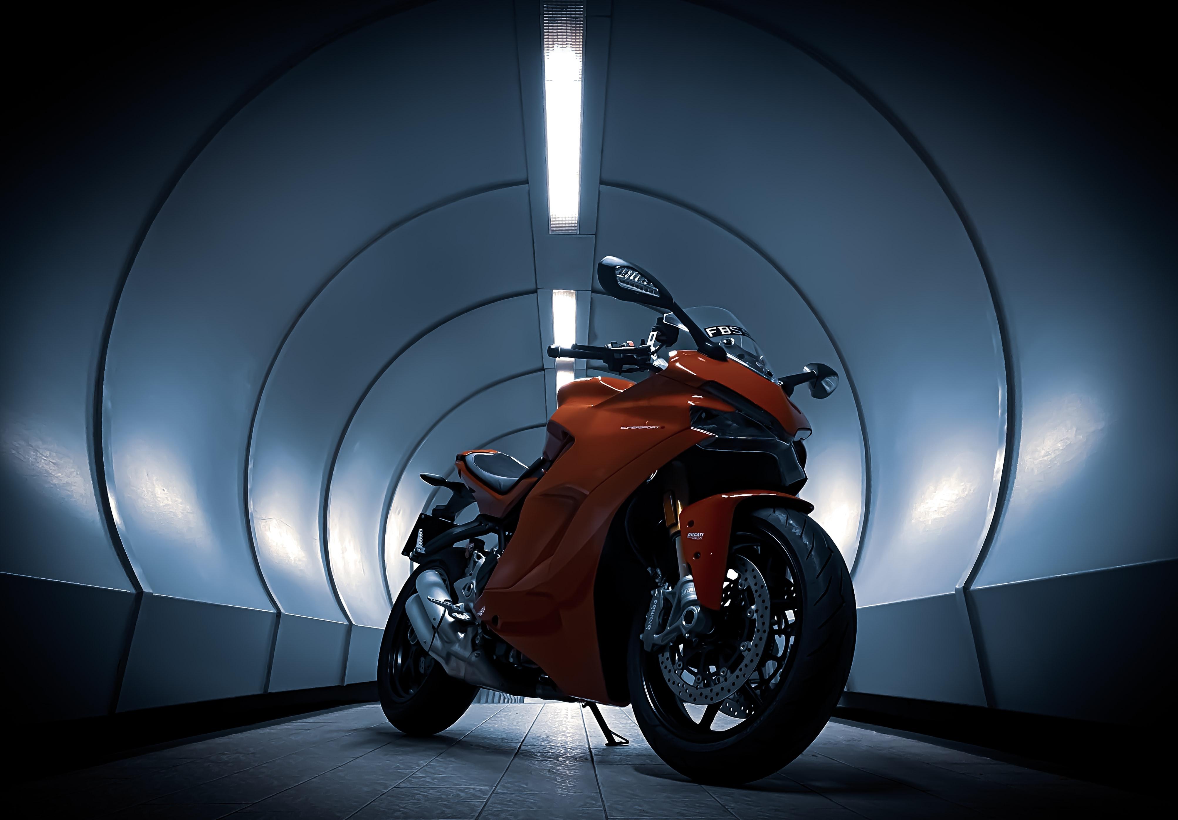 102653 Hintergrundbild herunterladen Motorräder, Ducati, Motorrad, Tunnel - Bildschirmschoner und Bilder kostenlos