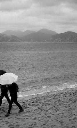148305 скачать обои Разное, Люди, Зонтики, Дождь, Море, Пляж - заставки и картинки бесплатно