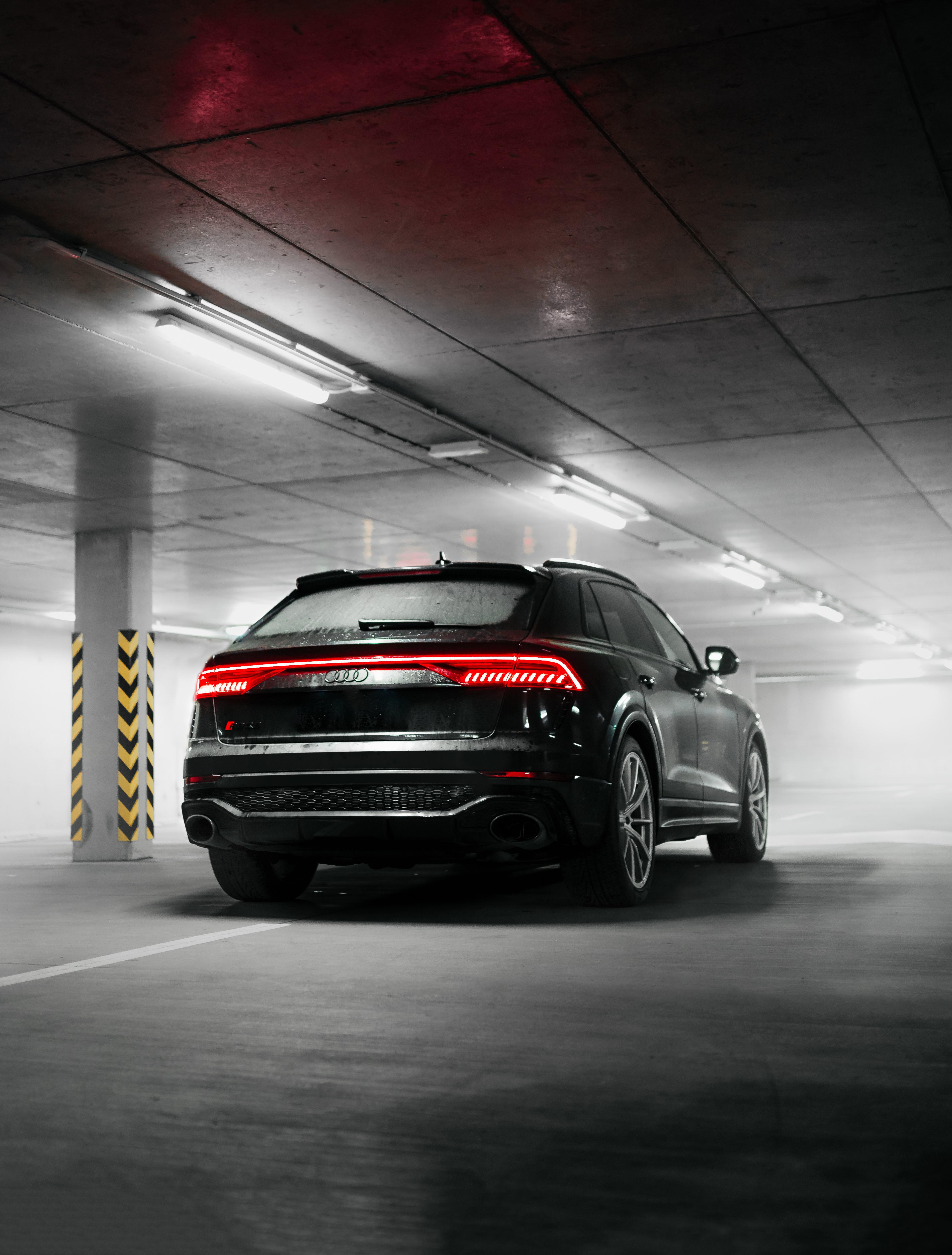 120593 скачать обои Тачки (Cars), Audi Q8, Ауди (Audi), Автомобиль, Внедорожник, Черный, Вид Сзади - заставки и картинки бесплатно
