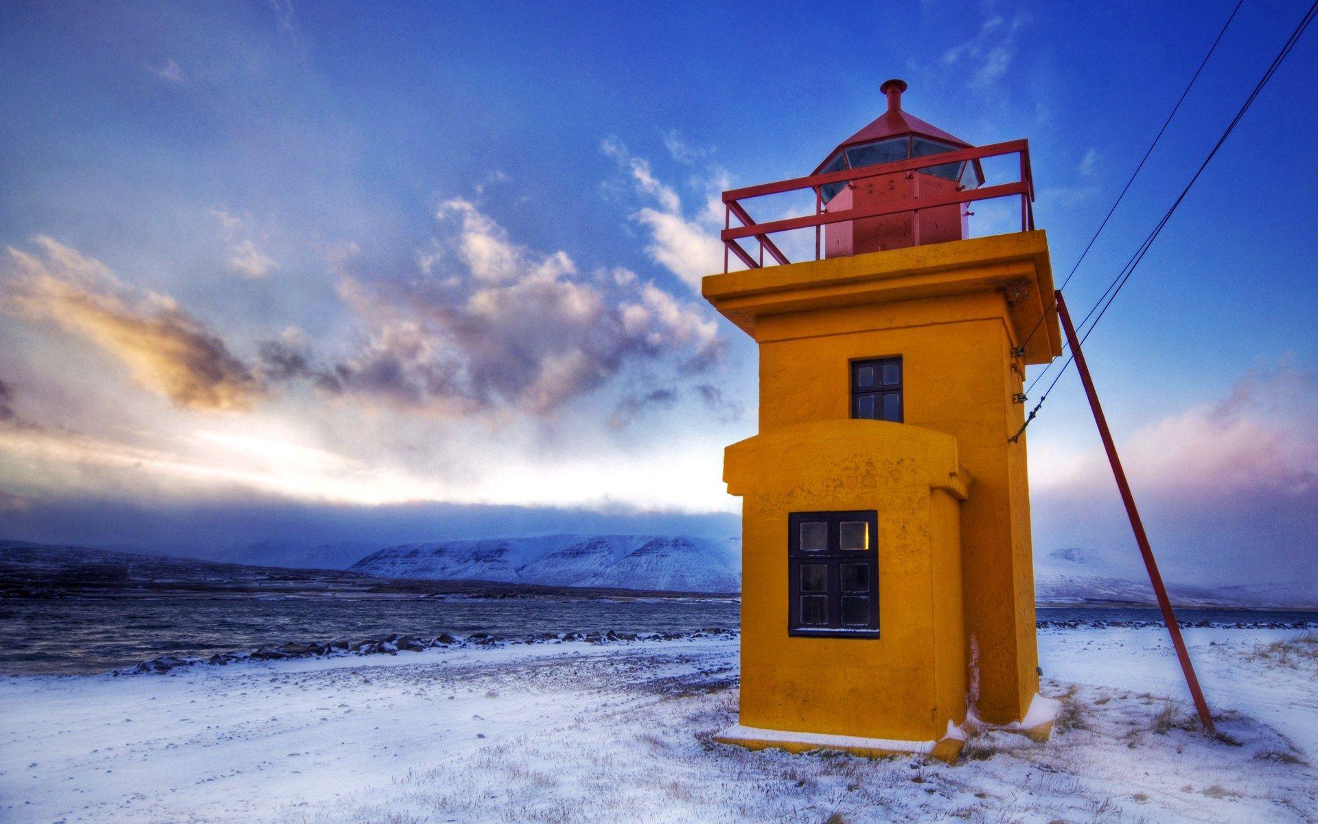 113660 скачать обои Природа, Маяк, Желтый, Провода, Зима, Холод - заставки и картинки бесплатно