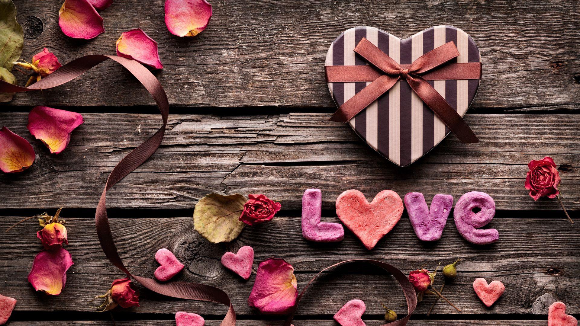 143524 download wallpaper Love, Heart, Box, Petals, Table screensavers and pictures for free