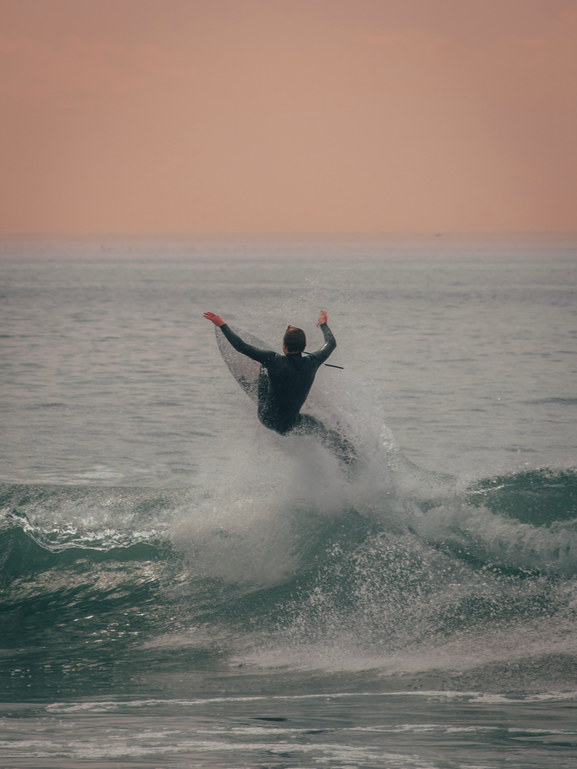 107891 download wallpaper Sports, Serfing, Surfer, Sea, Spray, Waves screensavers and pictures for free