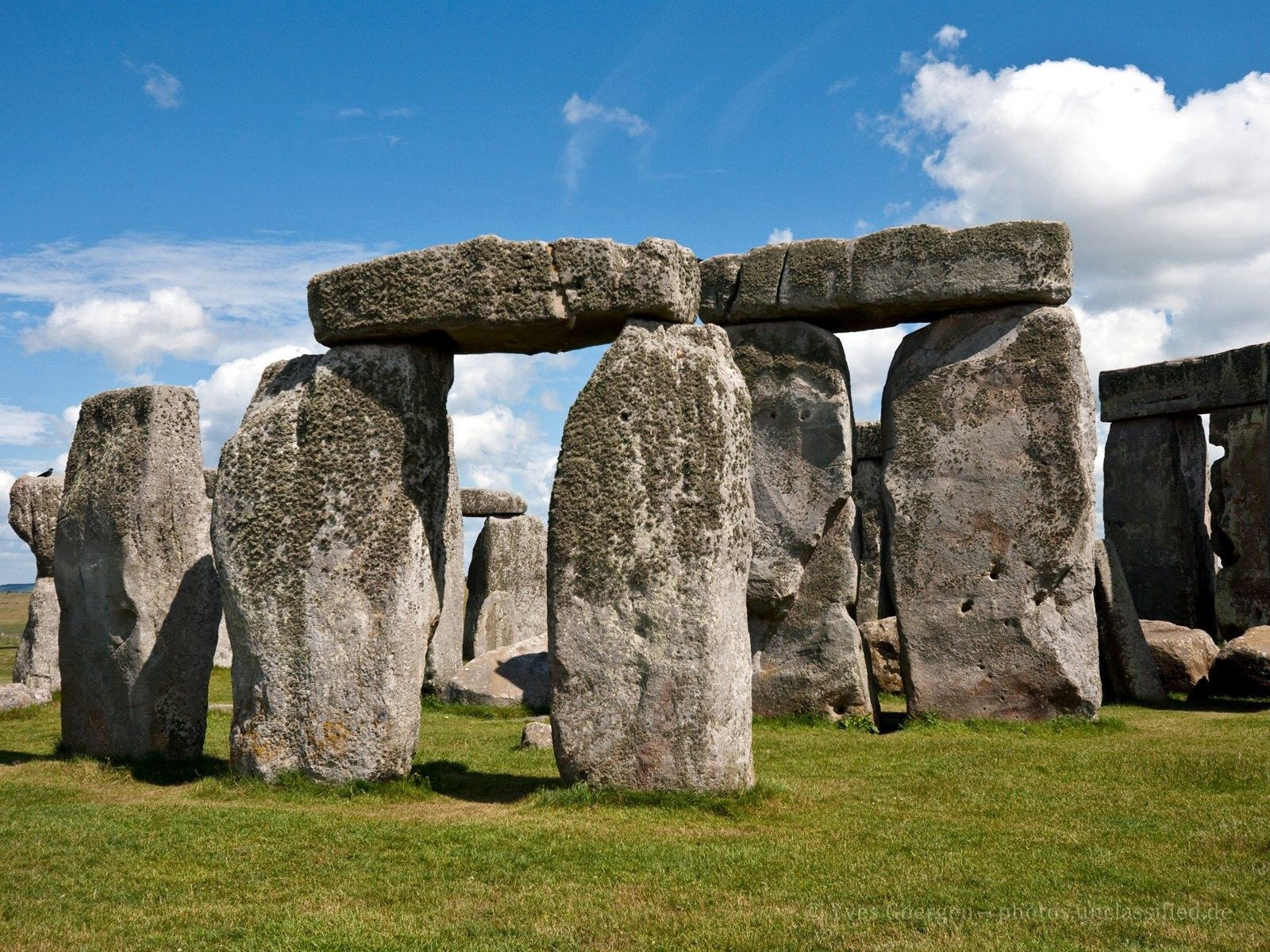 121260 download wallpaper Nature, Stonehenge, Stones, Grass, Sky screensavers and pictures for free