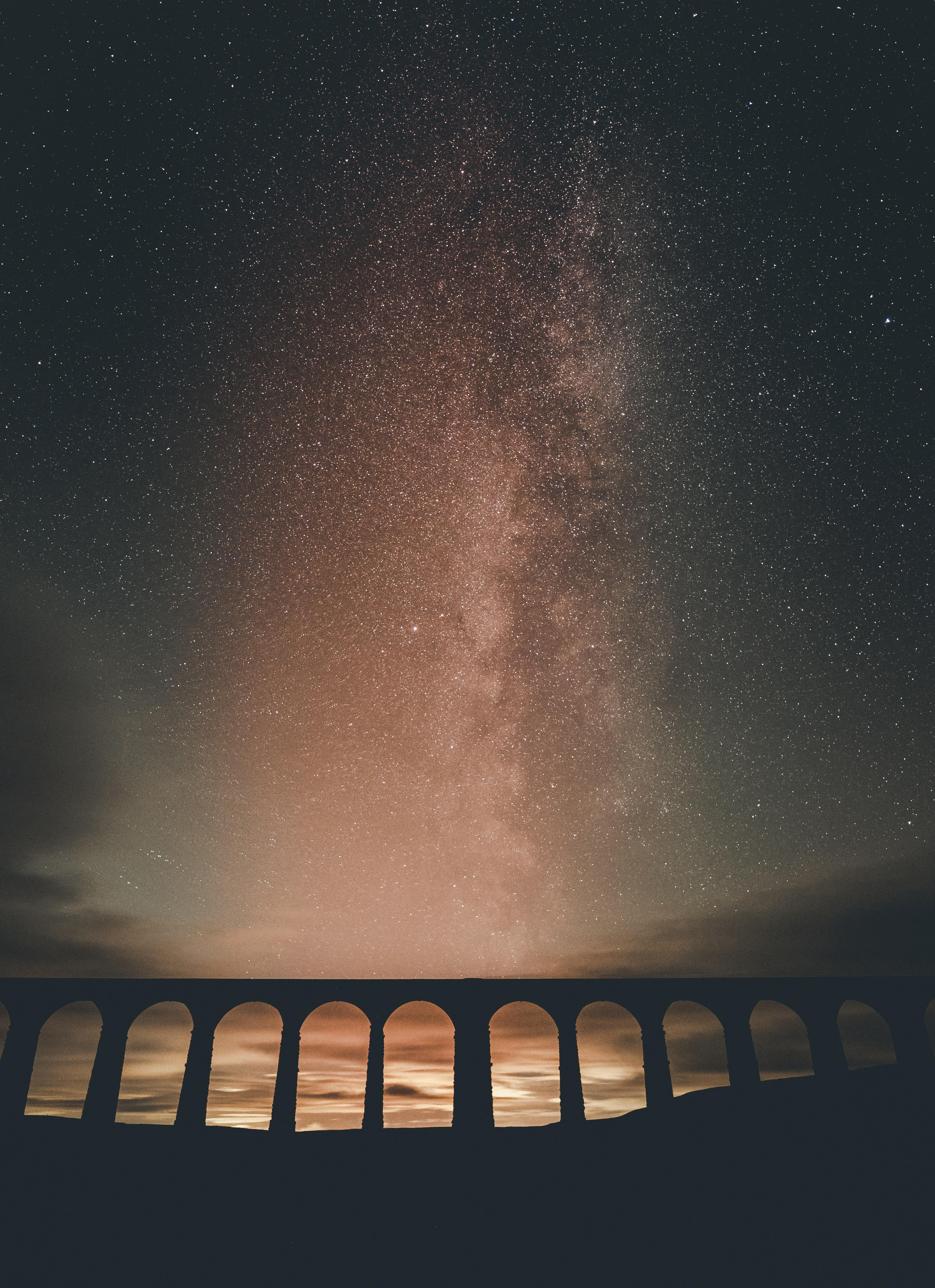 132629 скачать обои Темные, Здание, Арка, Туманность, Звездное Небо, Ночь, Звезды - заставки и картинки бесплатно