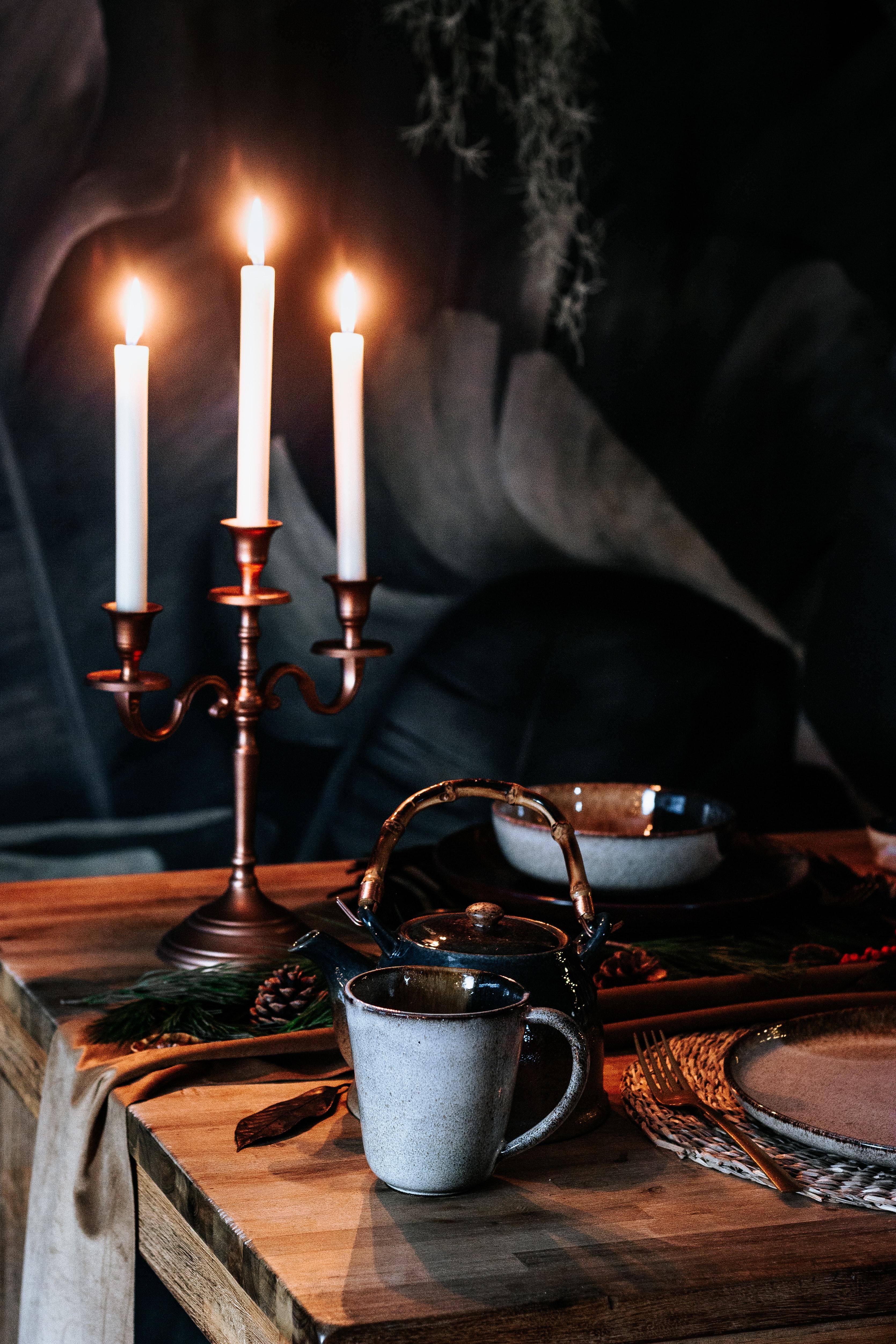 101073 Hintergrundbild herunterladen Kerzen, Verschiedenes, Sonstige, Eine Tasse, Tasse, Tisch, Tabelle, Teekanne, Wasserkocher - Bildschirmschoner und Bilder kostenlos