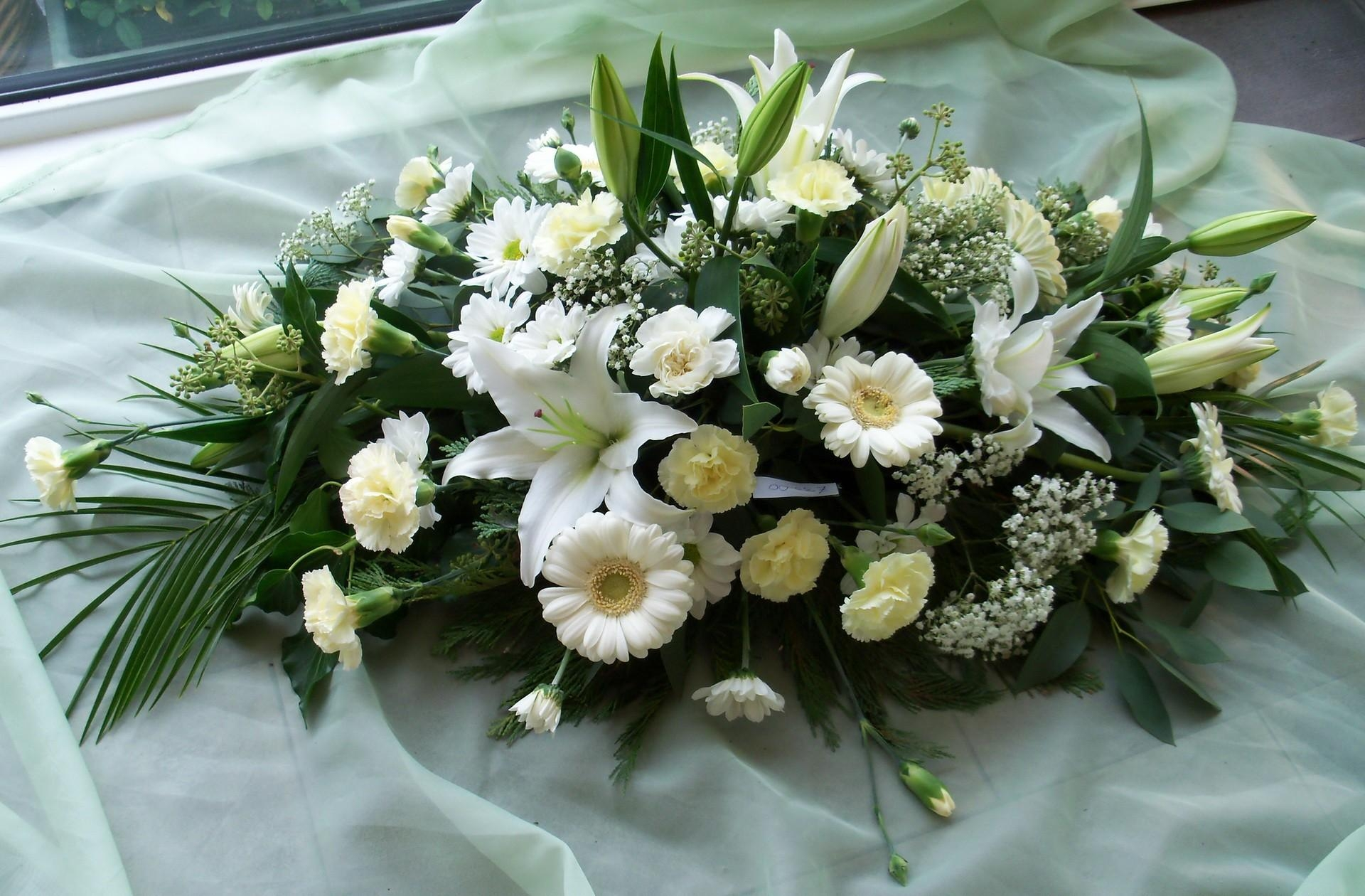 53572 download wallpaper Flowers, Carnations, Lilies, Gypsophilus, Gipsophile, Composition, Handsomely, It's Beautiful, Gerberas screensavers and pictures for free