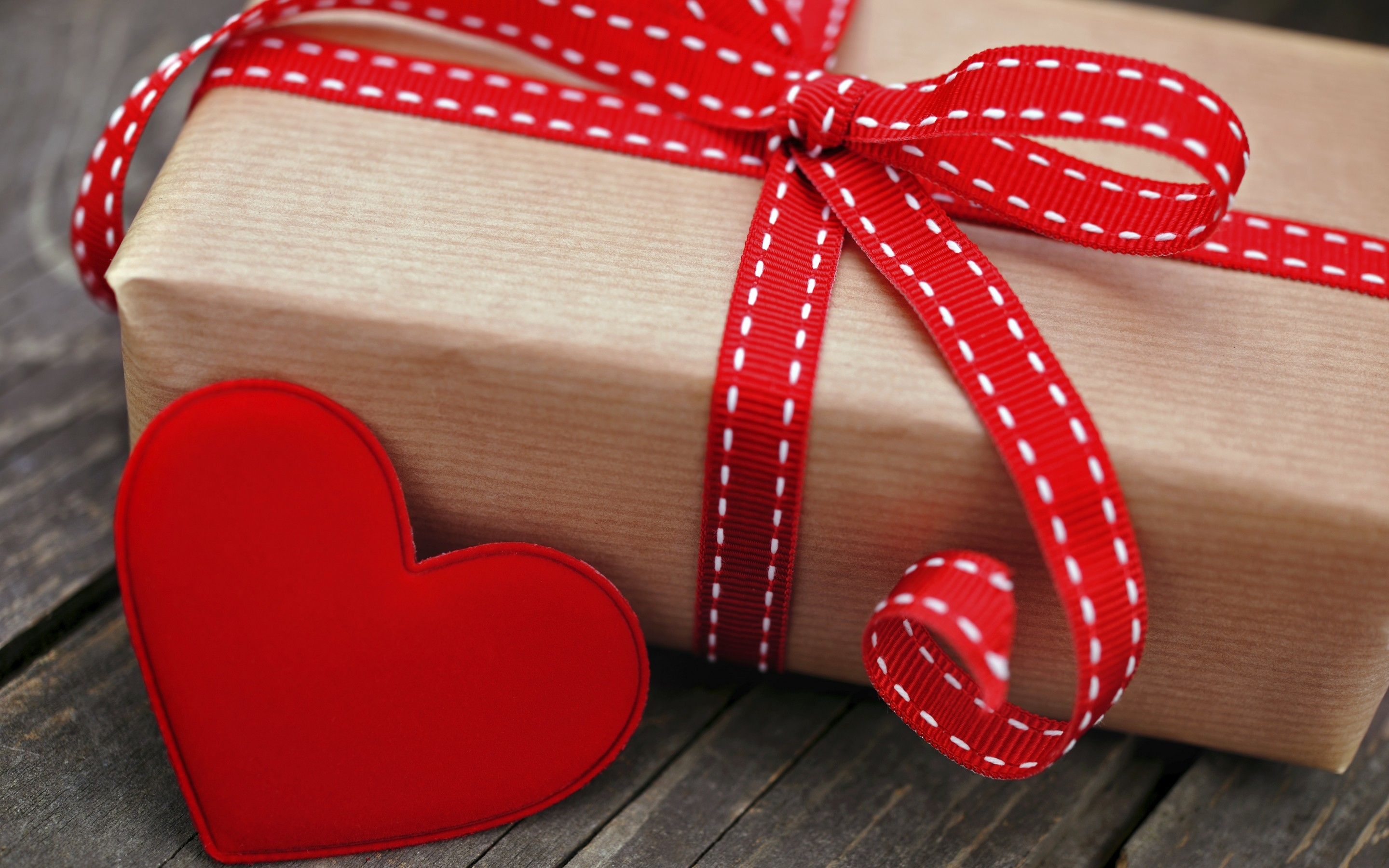 121114 download wallpaper Love, Box, Present, Gift, Holiday, Heart, Ribbons, Ribbon screensavers and pictures for free