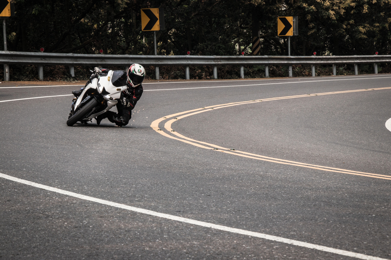 74096 fondo de pantalla 1920x1080 en tu teléfono gratis, descarga imágenes Motocicletas, Motocicleta, Motociclista, Velocidad, Pista, Ruta 1920x1080 en tu móvil