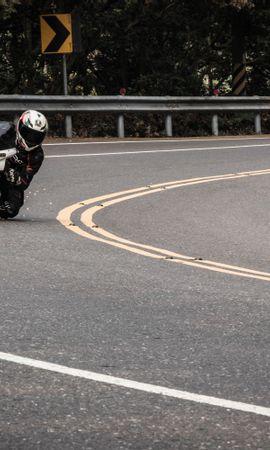 Скачать бесплатно картинку 74096: Мотоциклы, Мотоцикл, Мотоциклист, Скорость, Трасса обои на телефон