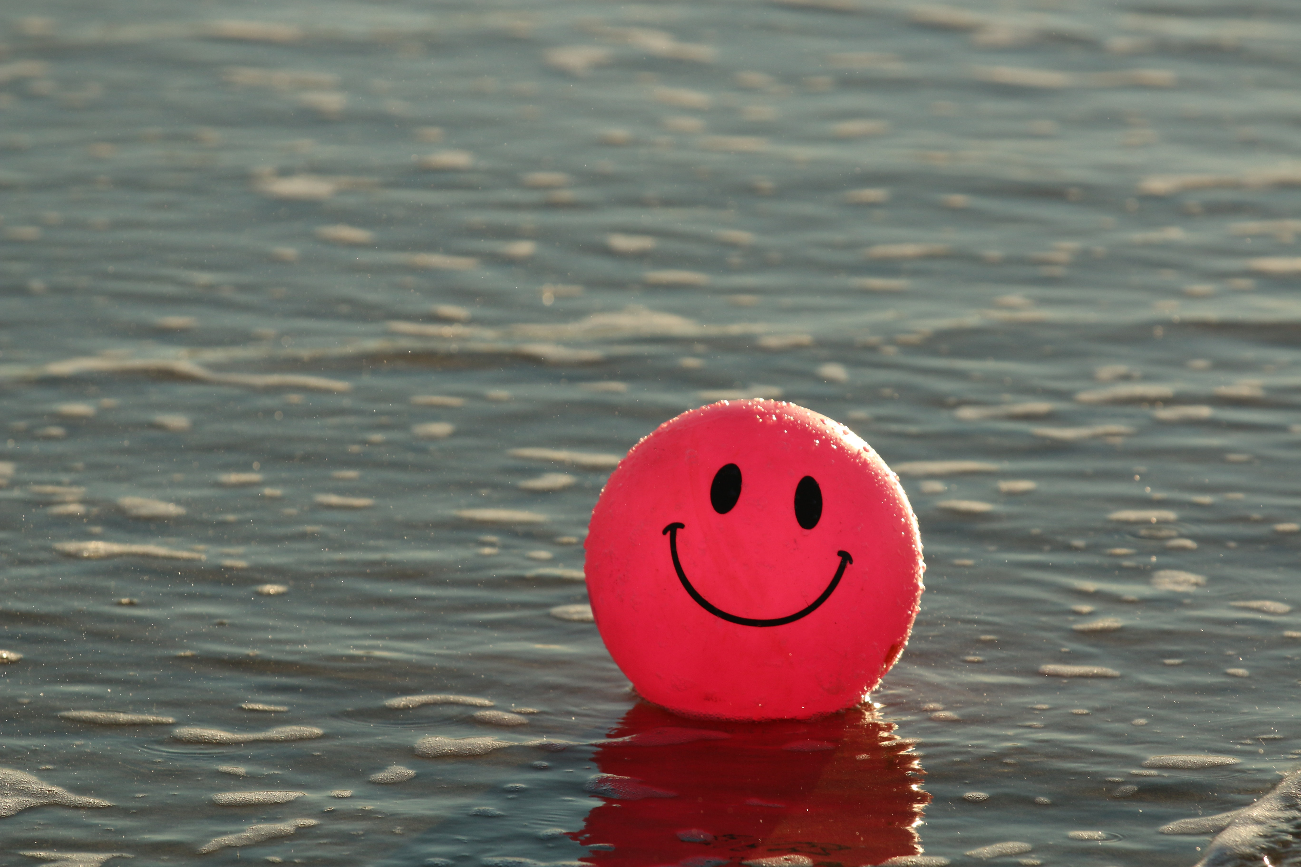 91714 download wallpaper Miscellaneous, Water, Miscellanea, Balloon, Smile, Emoticon, Smiley, Happy screensavers and pictures for free