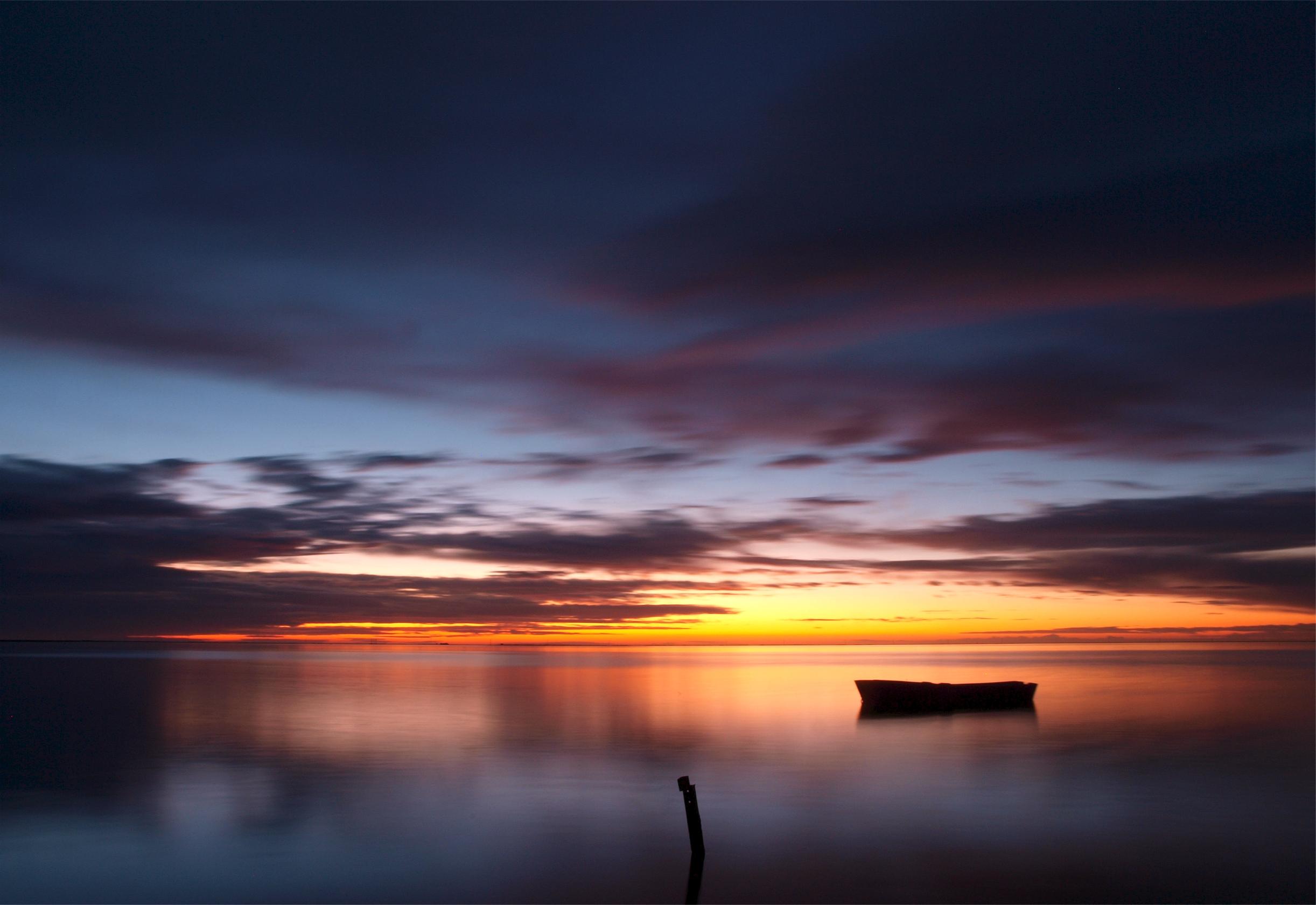 93825 скачать обои Природа, Лодка, Небо, Море, Закат, Штиль, Вечер - заставки и картинки бесплатно