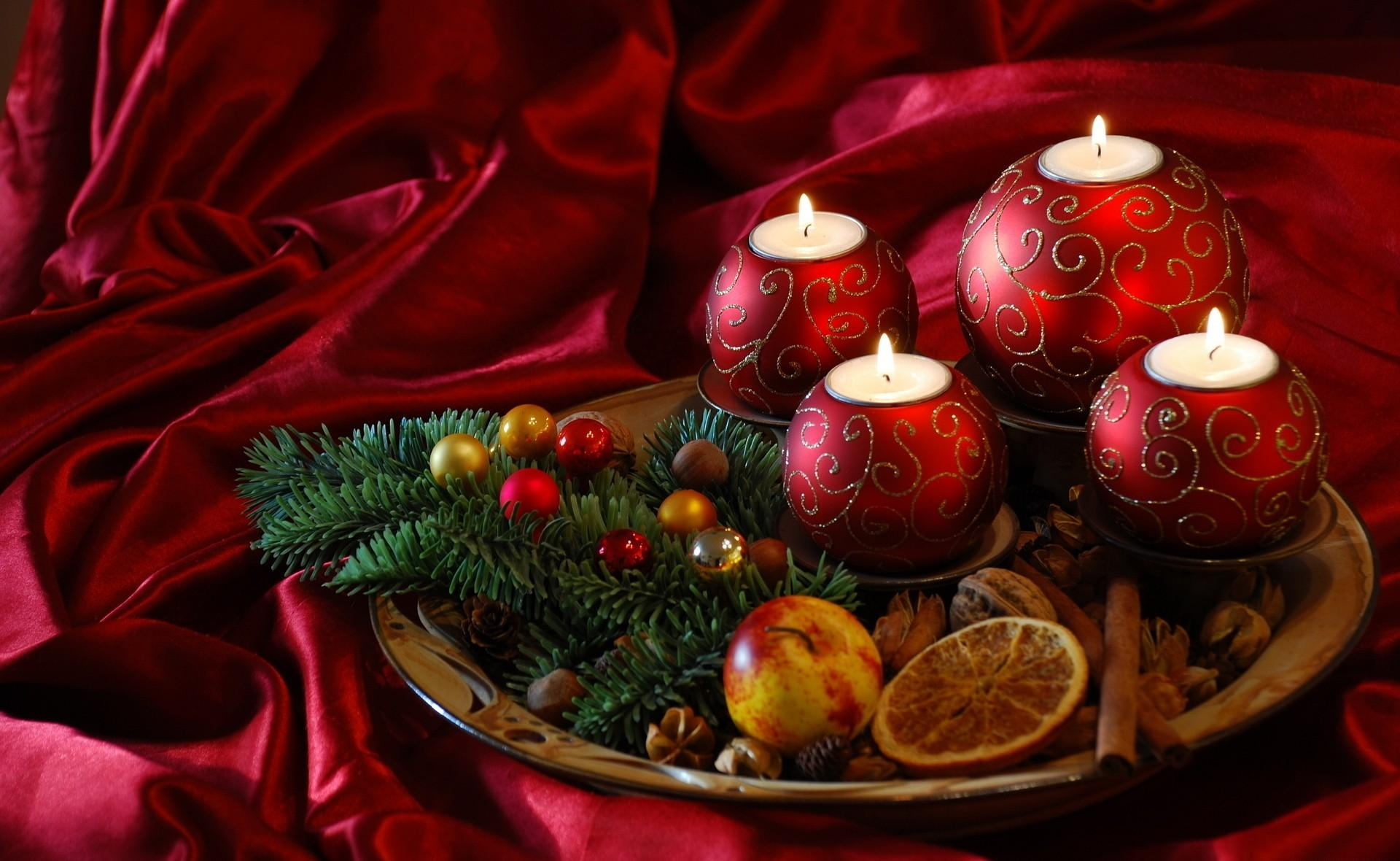 59827 Hintergrundbild herunterladen Weihnachten, Feiertage, Nadeln, Neujahr, Kerzen, Neues Jahr, Die Seide, Seide, Leckereien, Behandelt - Bildschirmschoner und Bilder kostenlos