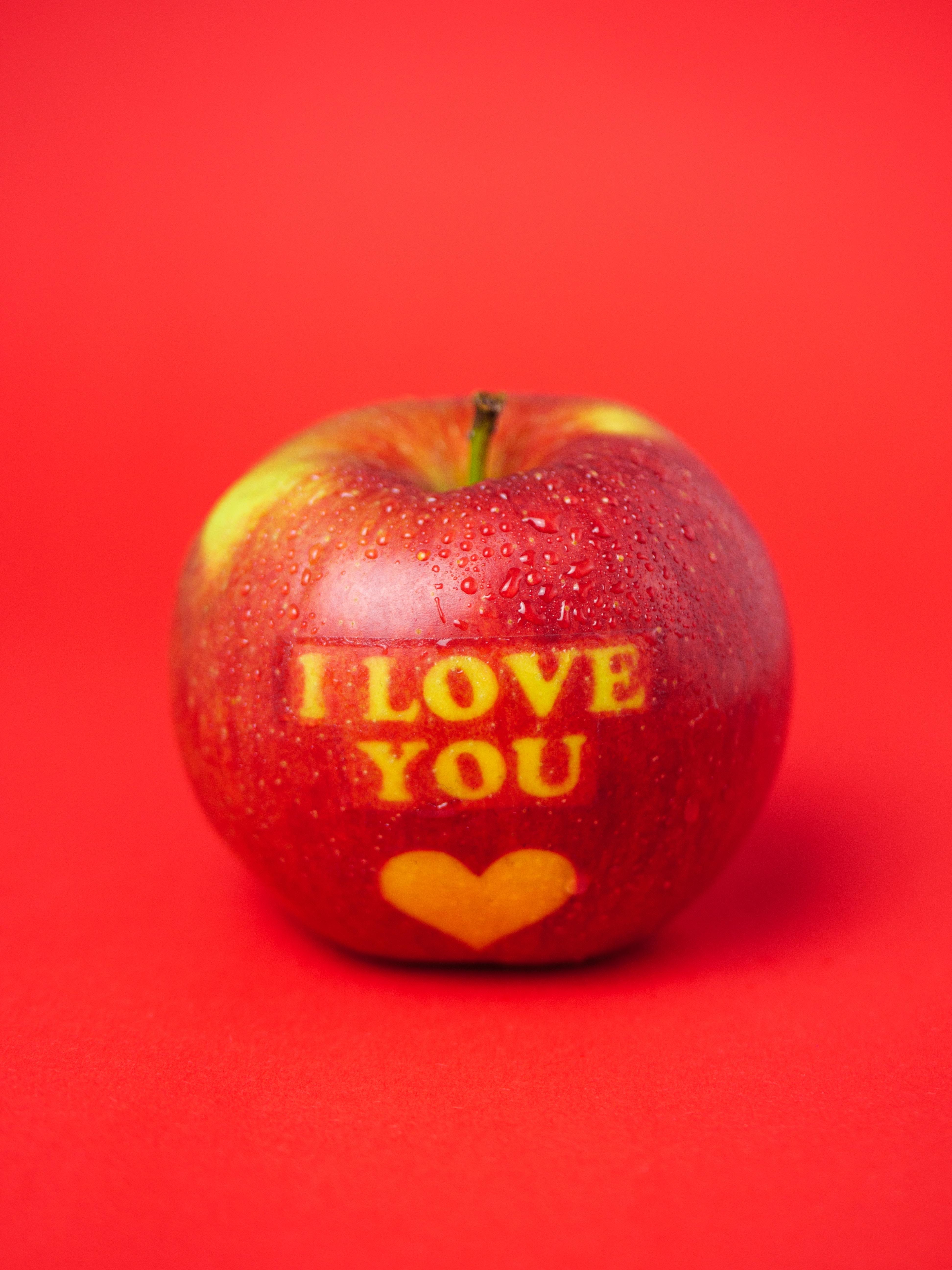 156162 скачать обои Слова, Любовь, Красный, Надпись, Яблоко, Послание - заставки и картинки бесплатно