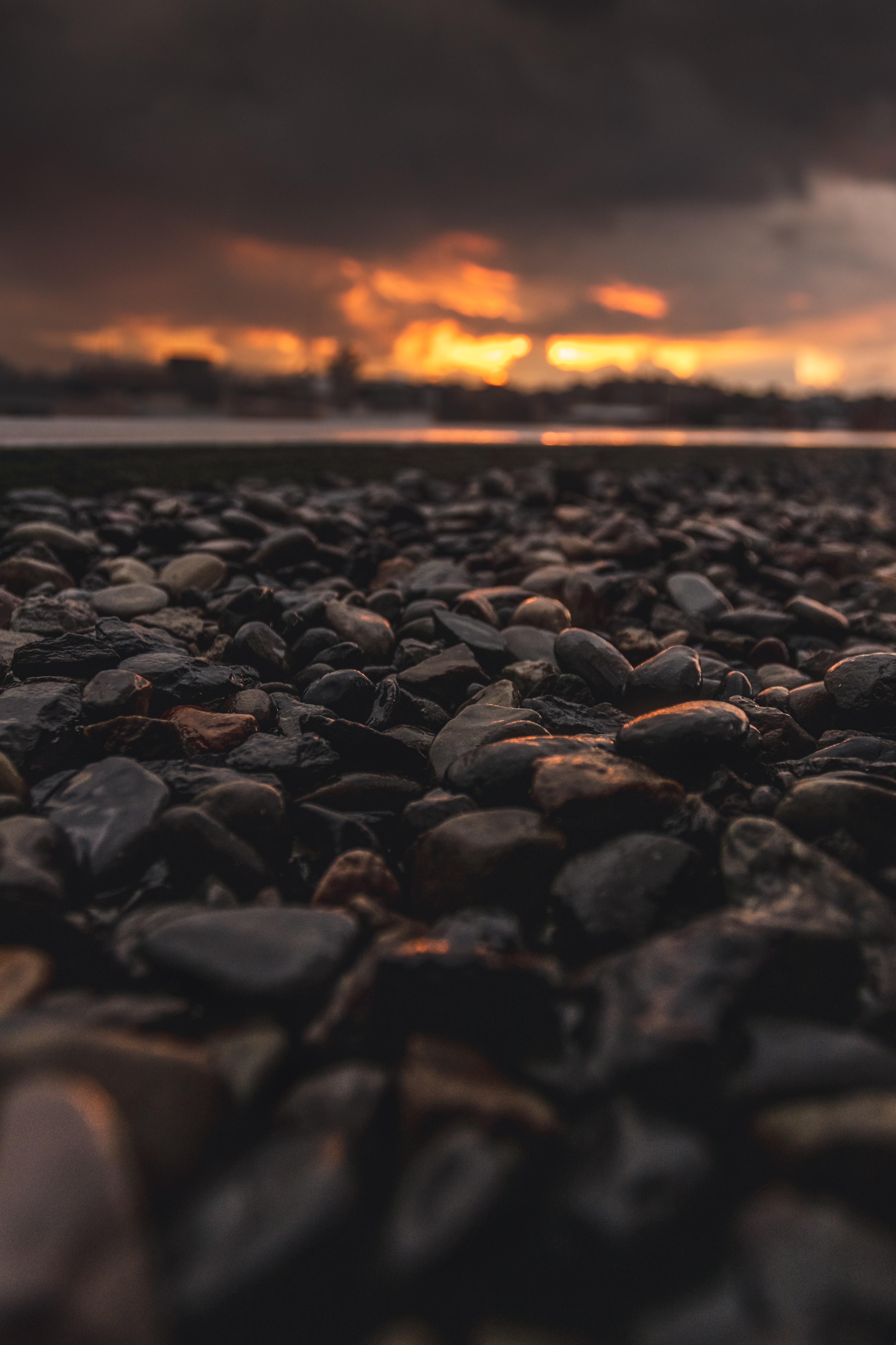 129765 Hintergrundbild 128x160 kostenlos auf deinem Handy, lade Bilder Natur, Stones, Strand, Dunkel, Dämmerung, Twilight 128x160 auf dein Handy herunter