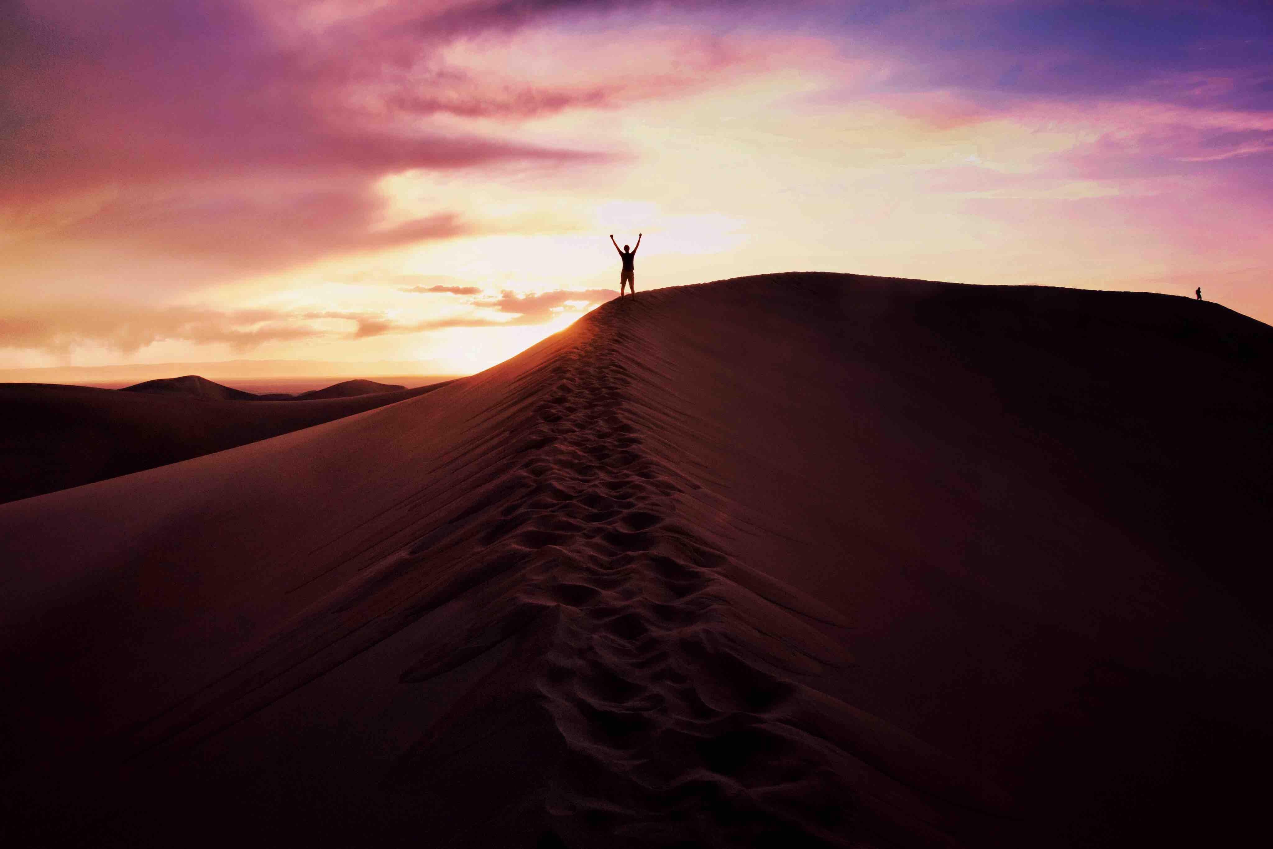 100515 Заставки и Обои Пустыня на телефон. Скачать Пустыня, Природа, Небо, Песок, Вечер, Человек картинки бесплатно