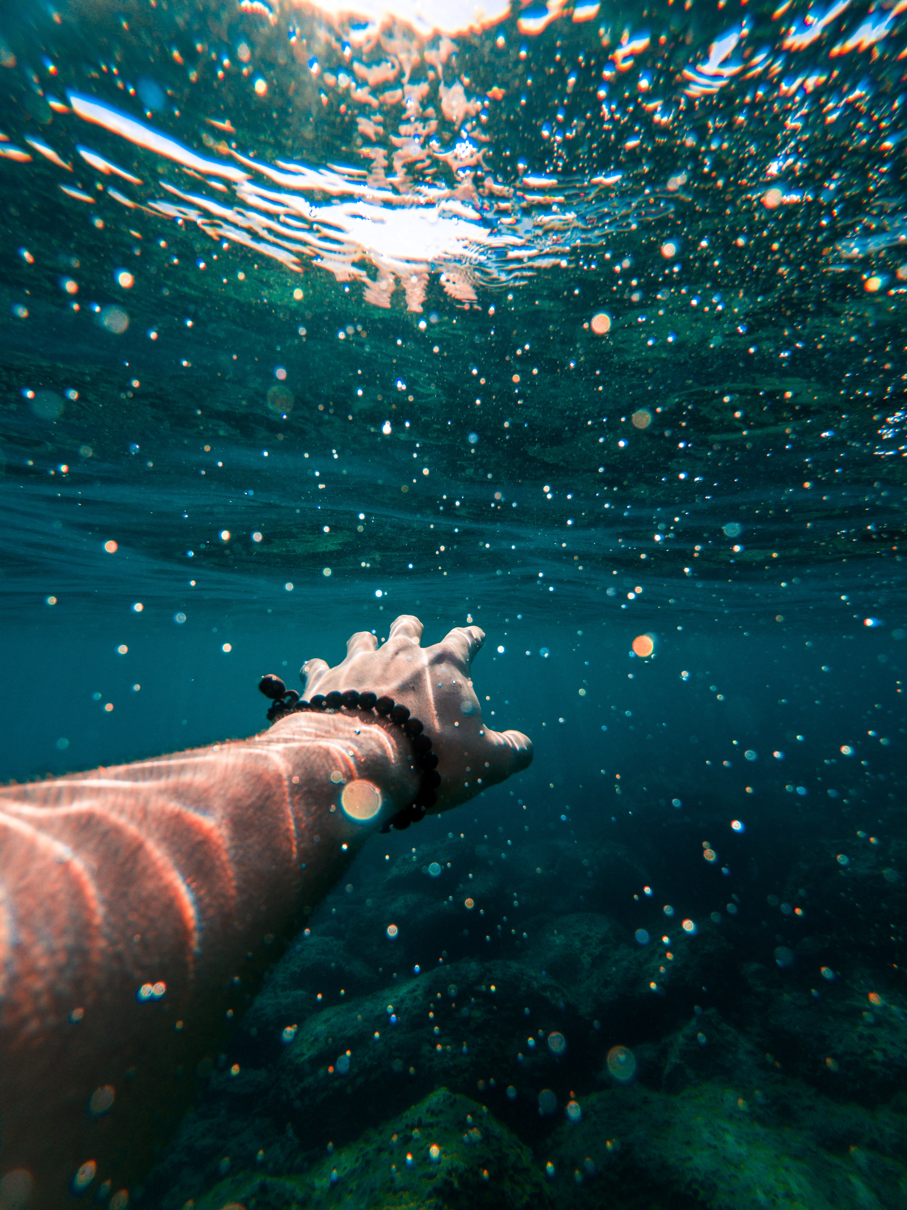 147978 download wallpaper Miscellanea, Miscellaneous, Hand, Water, Swimming, Underwater, Submarine screensavers and pictures for free