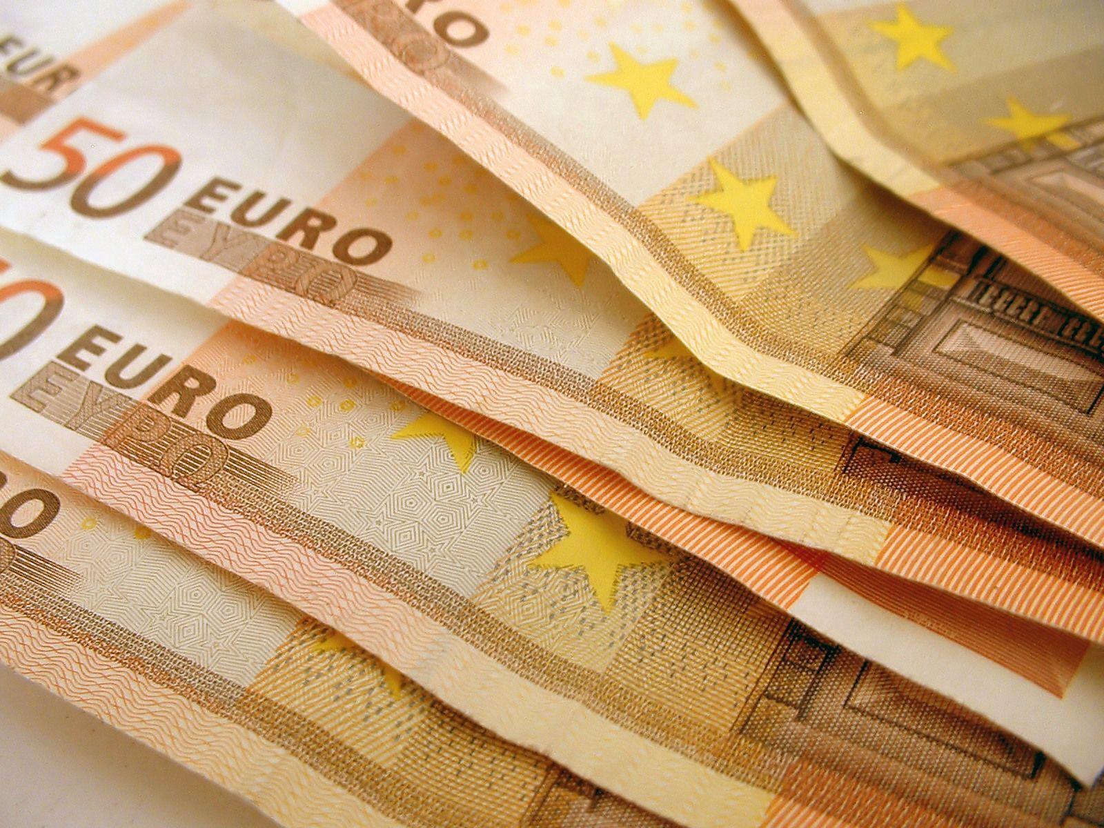 145322 Заставки и Обои Деньги на телефон. Скачать Деньги, Макро, Купюры, Евро, Зло картинки бесплатно